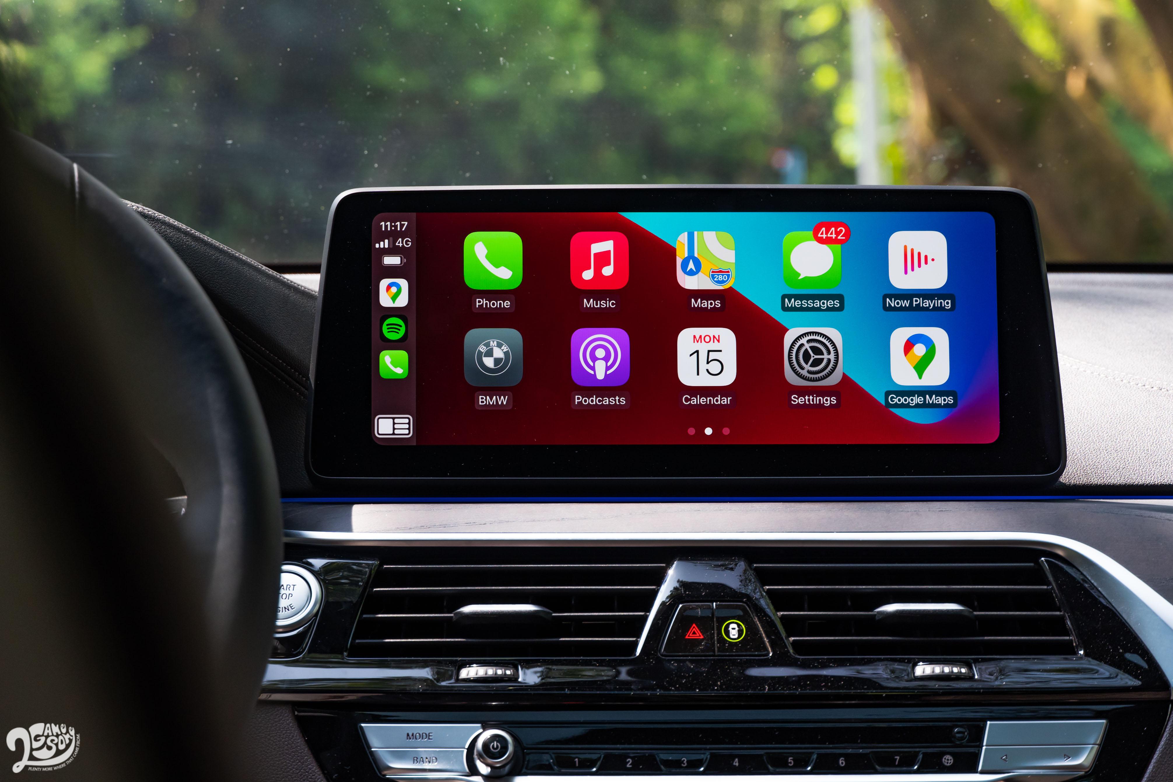 無線 Apple CarPlay、Android Auto 透過 12.3 吋中控螢幕顯示。