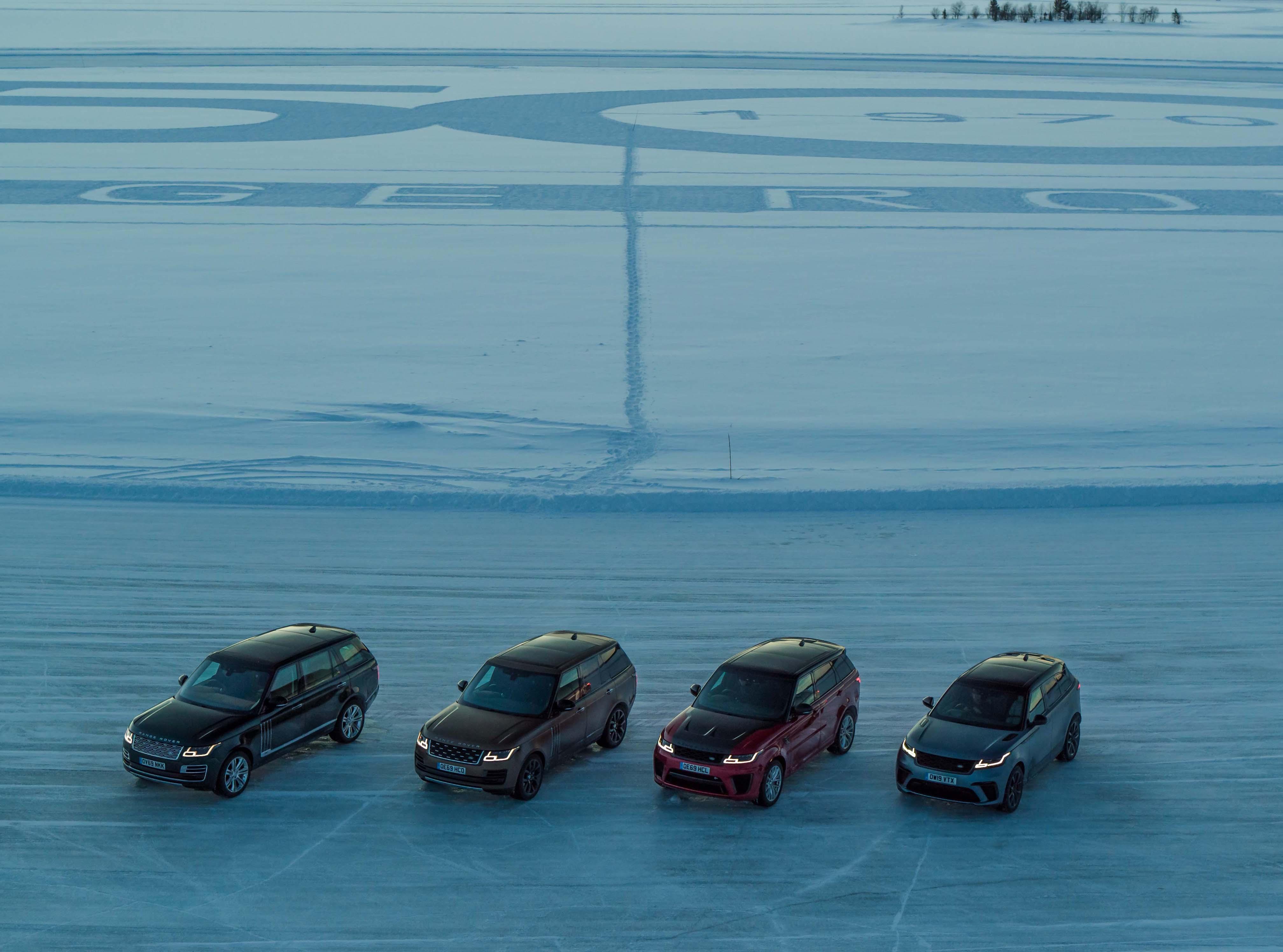 左起:Range Rover SVAutobiography LWB、Range Rover SVAutobiography Dynamic SWB、Range Rover Sport SVR、Range Rover Velar SVAutobiography Dynamic Edition。