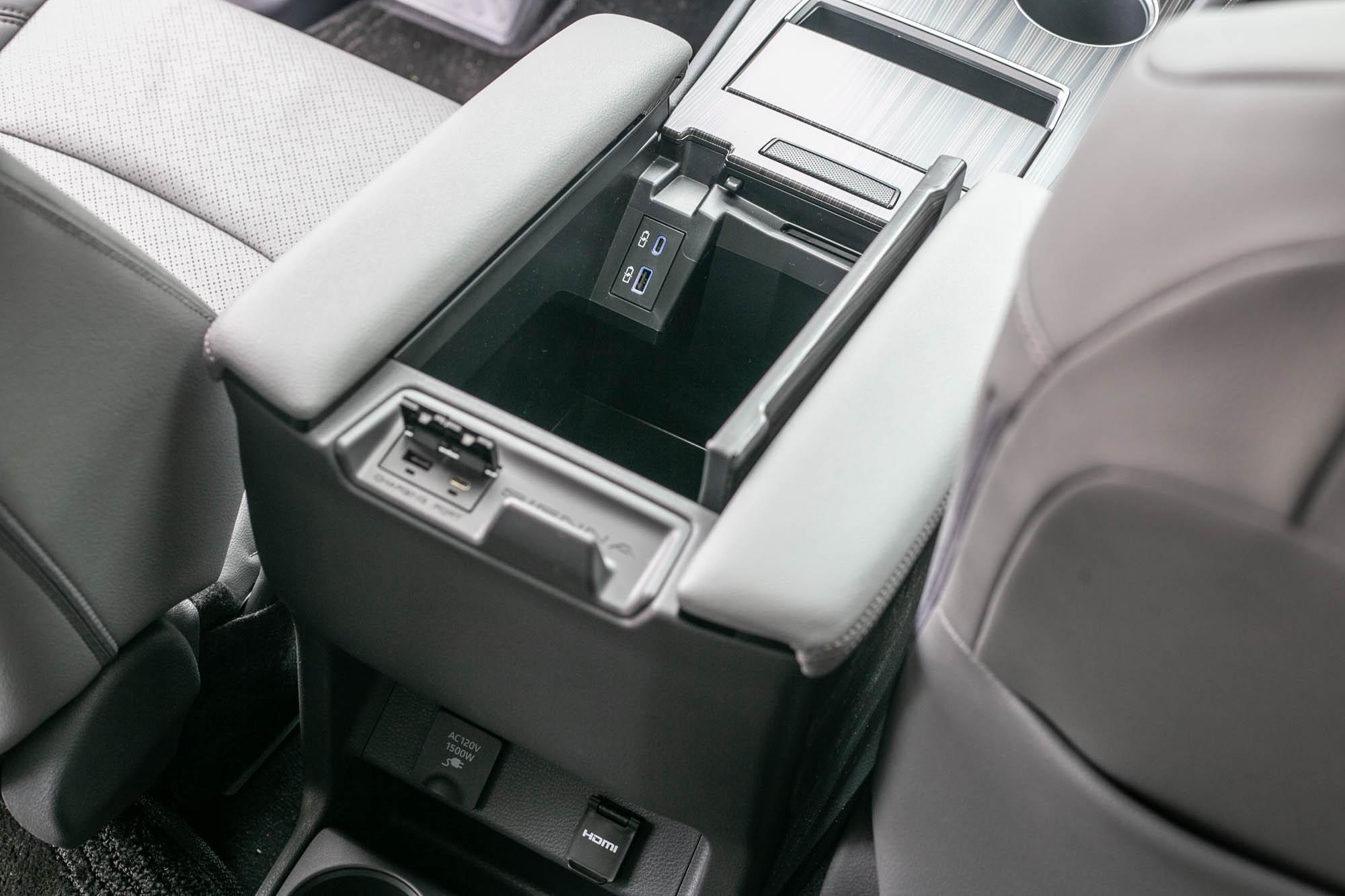 全車有 7個USB充電裝置。
