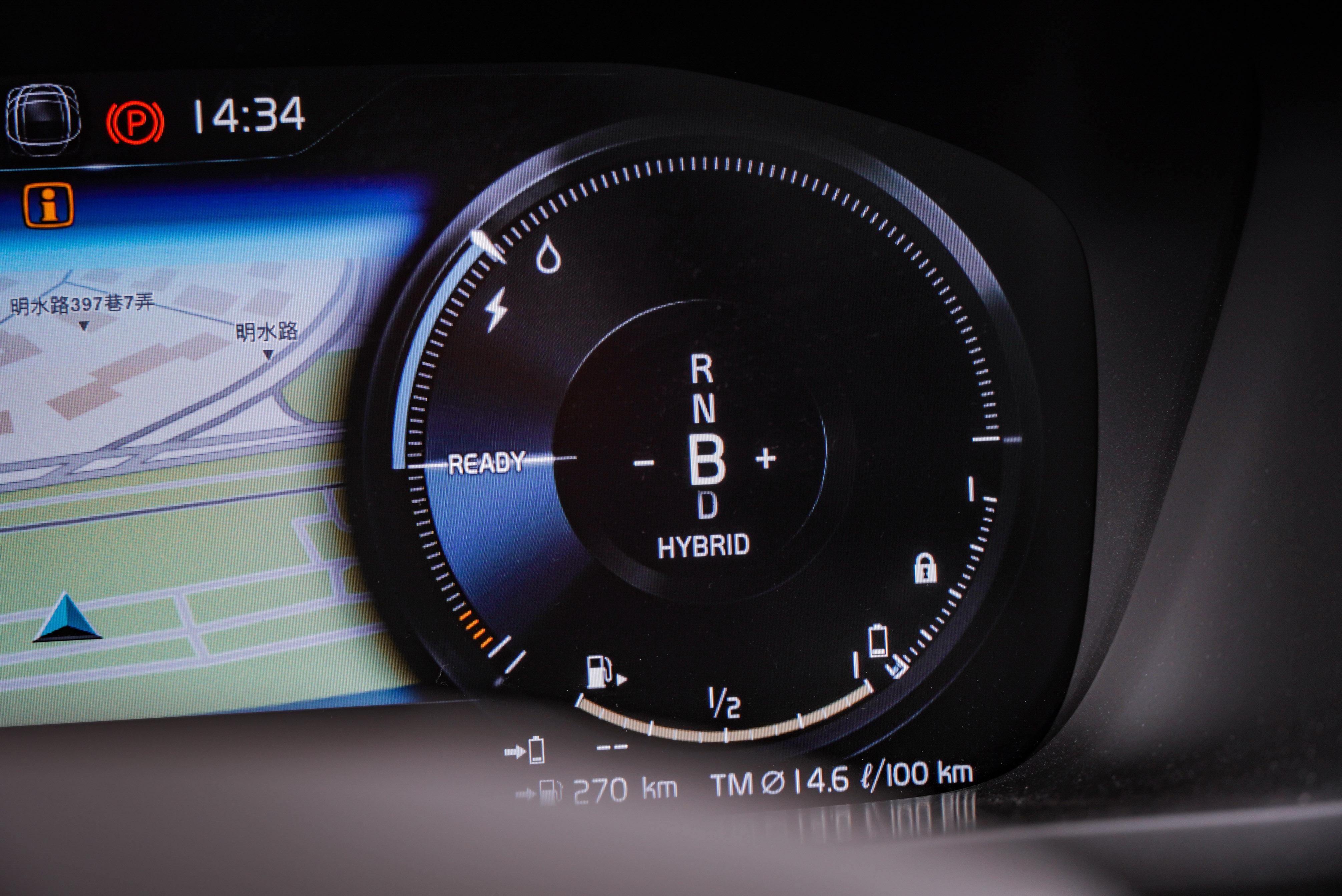 PHEV 車型擁有 B 檔,可調整收油時的電能回充力道。