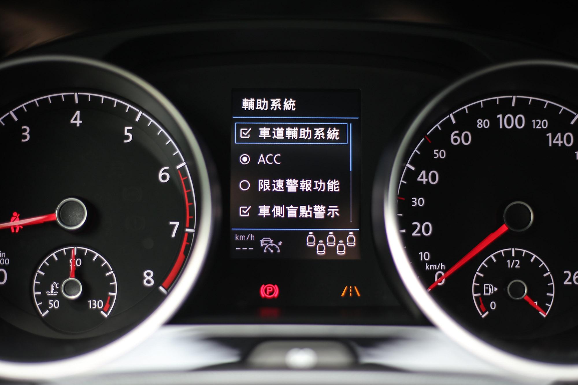 2020 年式 Touran 標配IQ. DRIVE智能駕駛輔助系統。