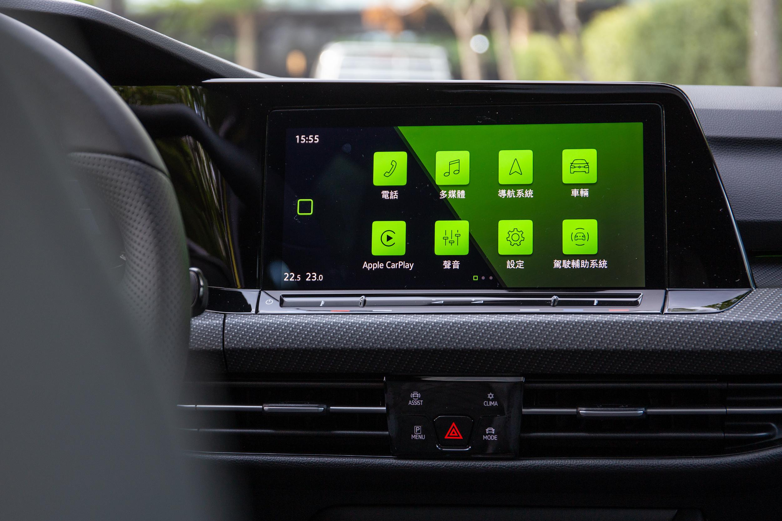 280 車型的中控台都配備 Discover Pro 10 吋多媒體觸控鏡面主機。