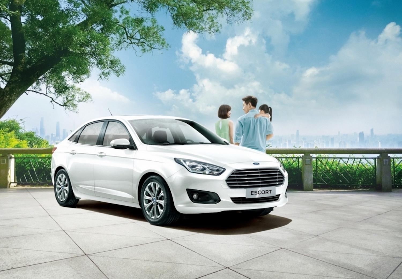 Ford Escort 雅緻型享舊換新優惠現金價49.9萬元,可再抽儲值 1 萬元的珍藏限量 iCash2.0 卡。