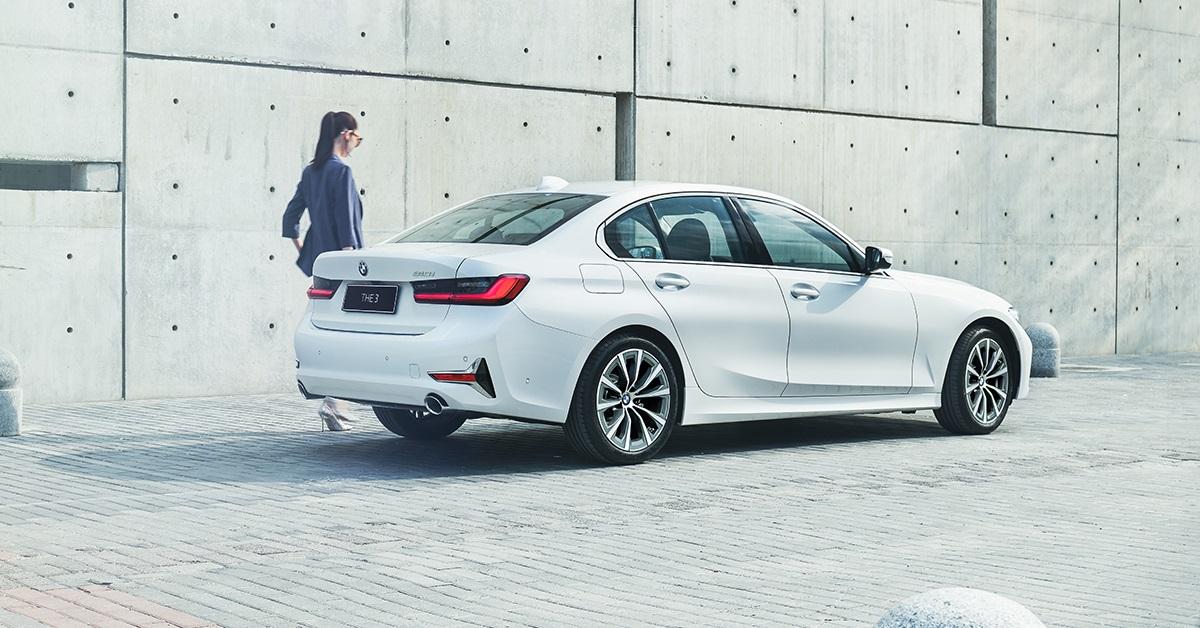 全新 BMW 3系列指定車型享低月付 9,900 元起多元分期方案或 180 萬 60 期0利率或尊榮租賃專案(含 3 年租賃 0 利率、贈送 3 年牌燃稅)以及 1 年乙式全險。