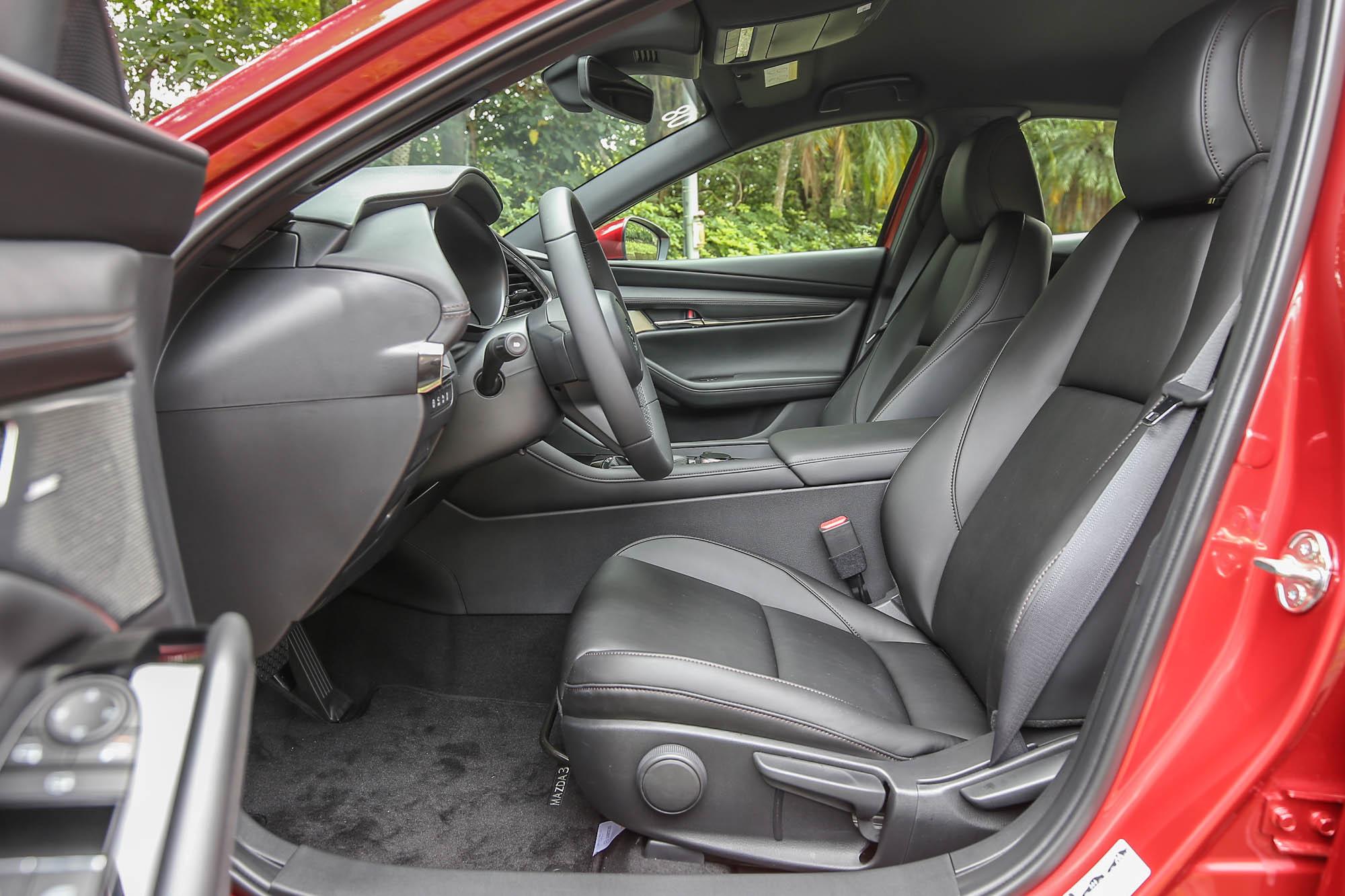 連最頂級的五門 Mazda3 BOSE® 旗艦型都沒有電動座椅,絕對會是 Mazda3 在市場中被消費者詬病的弱項之一。