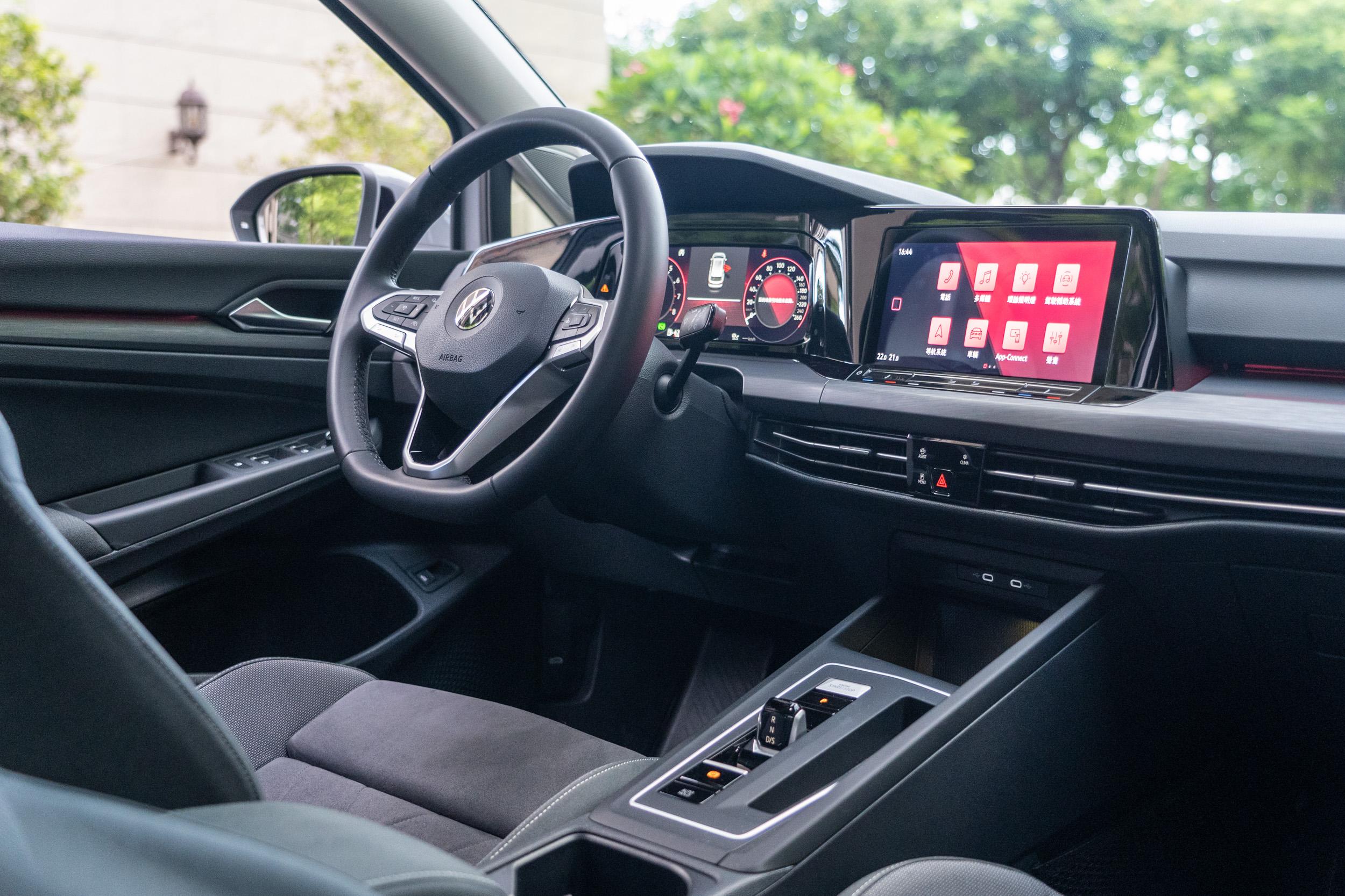 座艙的高度數位化為此次八代 Golf Variant的最大進化亮點。