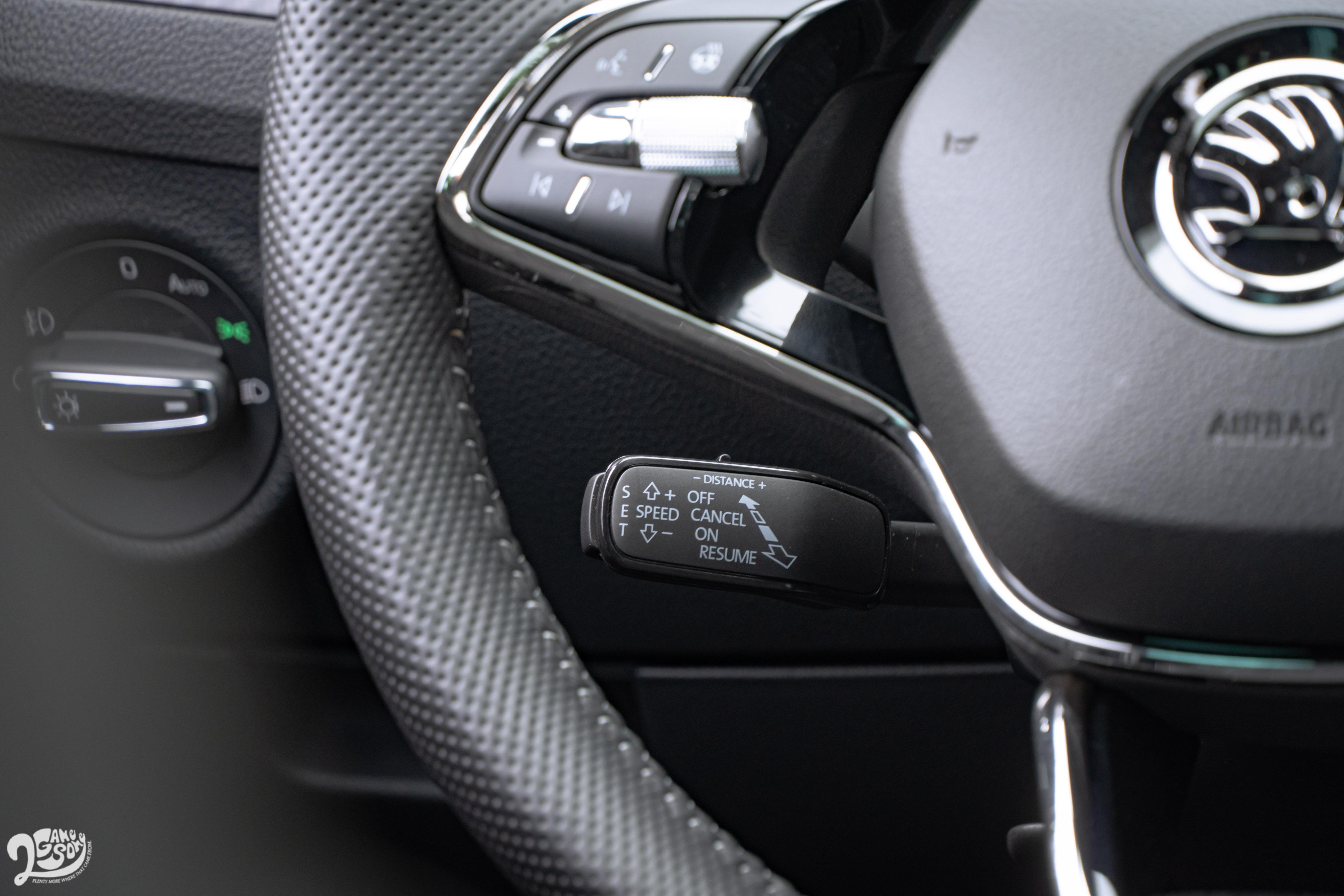 包含 ACC、車道偏離警示、含緊急輔助煞車的 Front Assist 前方輔助、盲點警示、後方來車警示等系統全面標配,Sportline 以上還有倒車顯影系統。