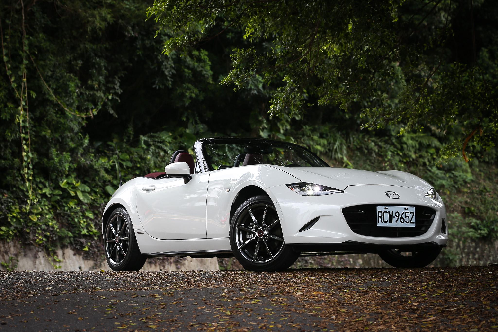 Mazda MX-5 100 週年紀念車售價新台幣 139 萬元,比常規車型多出 5 萬元。