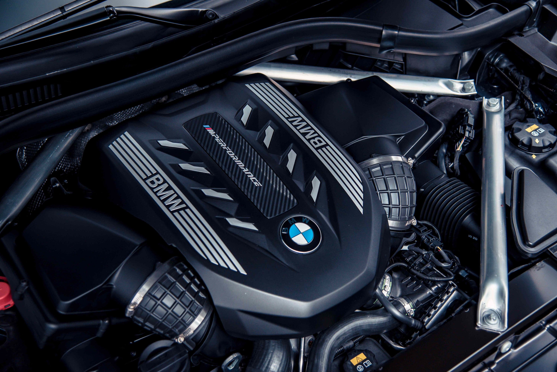 BMW M Performance TwinPower Turbo N63 4.4 升 V 型 8 汽缸雙渦輪雙渦流汽油引擎,最大馬力達 530 匹德制馬力與 750 牛頓米的扭力輸出。