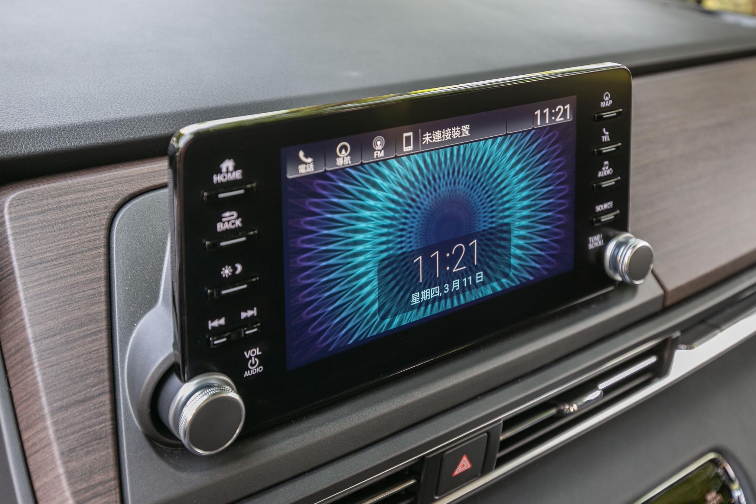 中控台螢幕升級為外嵌式8吋觸控式多媒體系統。