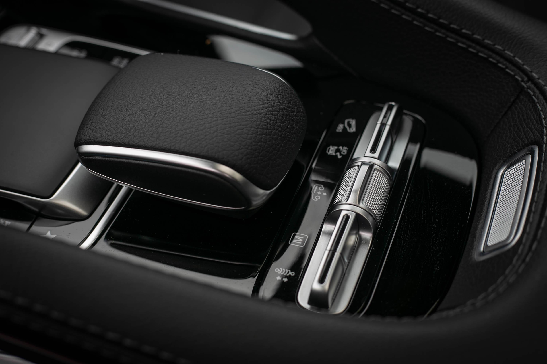進階主動車身控制系統包含越野輔助功能,氣壓選吊系統也有車高調整功能。