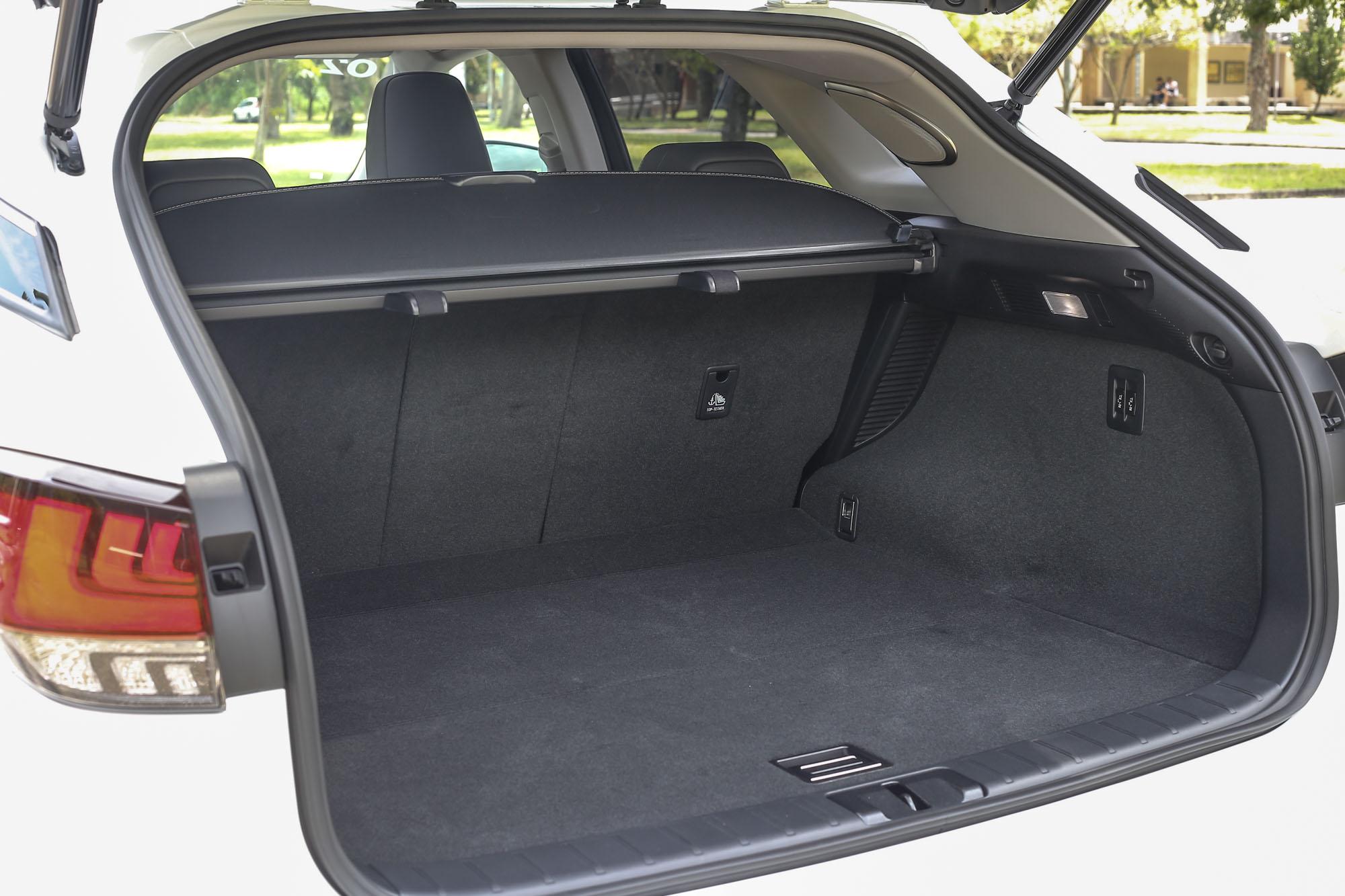 後廂容積可在 514 ~ 1,587 公升間彈性調整。