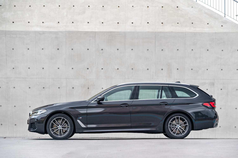 全新 BMW 5系列 Touring 同步引進,建議售價 295 萬元。