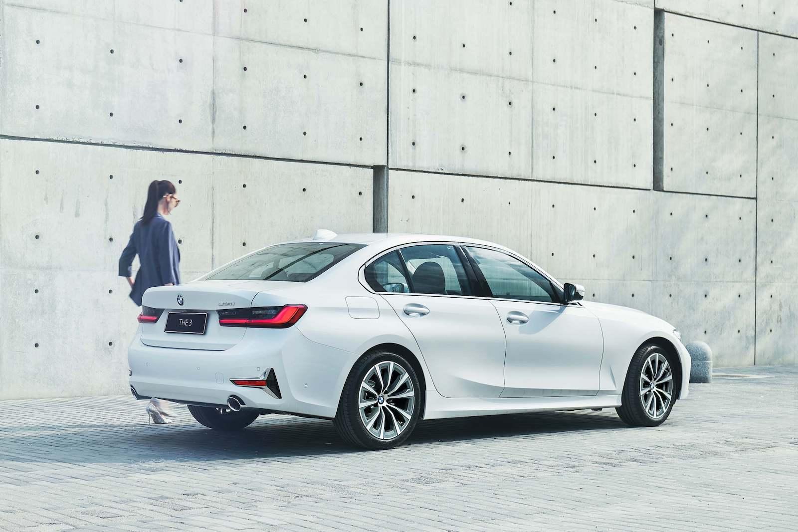 全新BMW 3系列現正提供 BMW Yours多元智選 9,900 元低月付分期方案,本月購車更享一年乙式全險。
