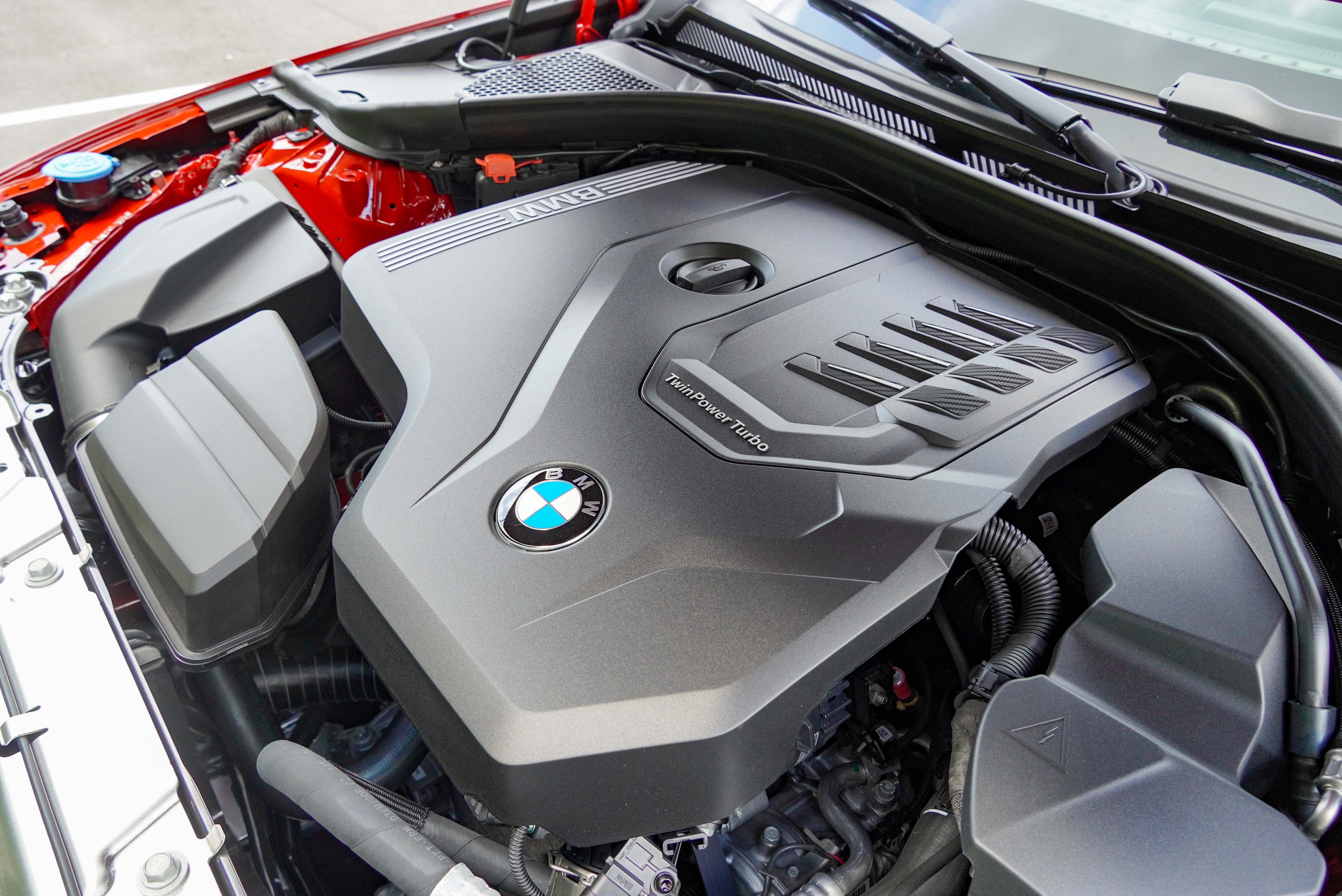 BMW 318i Luxury 搭載 TwinPower Turbo 渦輪增壓四缸引擎,動力為 156 hp/250 Nm。