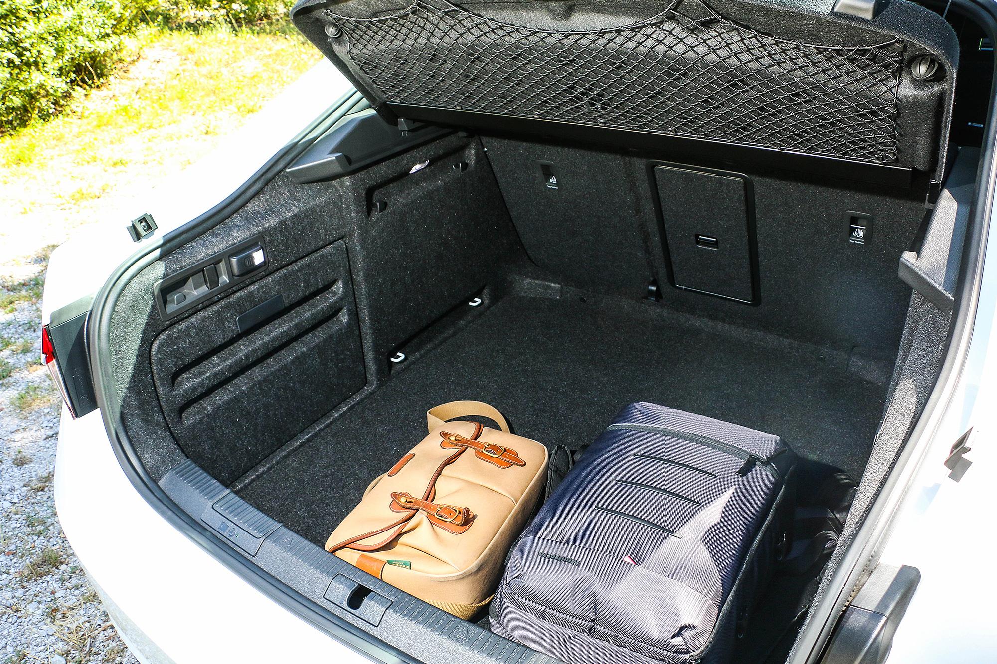 即使是房車,透過斜背尾門的幫助,能夠帶來相當出色的行李廂空間。