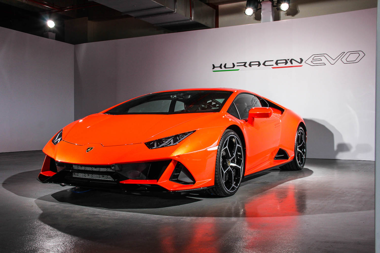 Huracán EVO 擁有 Performante 的動力單元,動力輸出達 640 hp/600 Nm, 0-100km/h 加速僅需 2.9 秒,極速為 325 km/h。