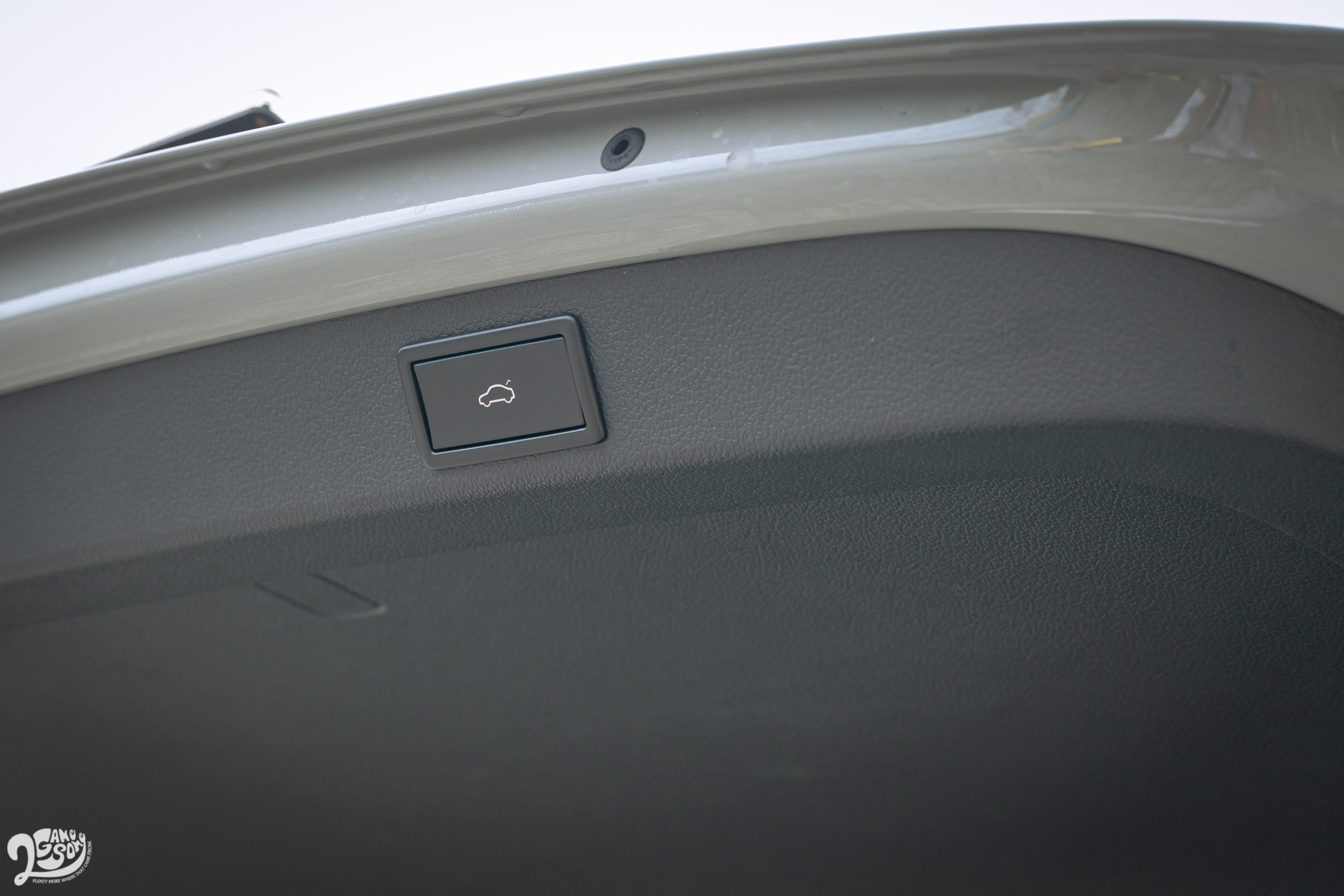 電動尾門附腳踢感應功能是全車系標配。