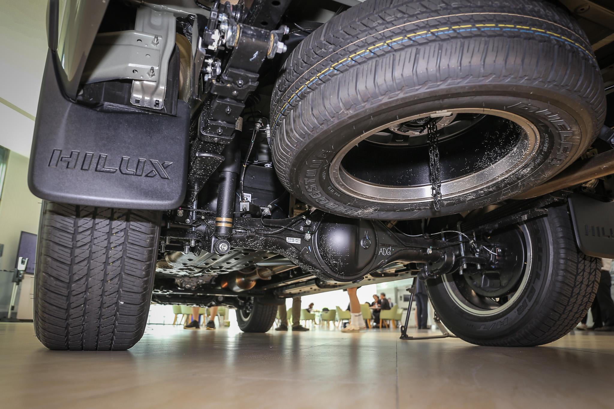 換上全新 Super Flex 高性能舒適化懸吊,透過減震筒重新調校與改善葉片彈簧設計,行路質感可較先前車款明顯提升。