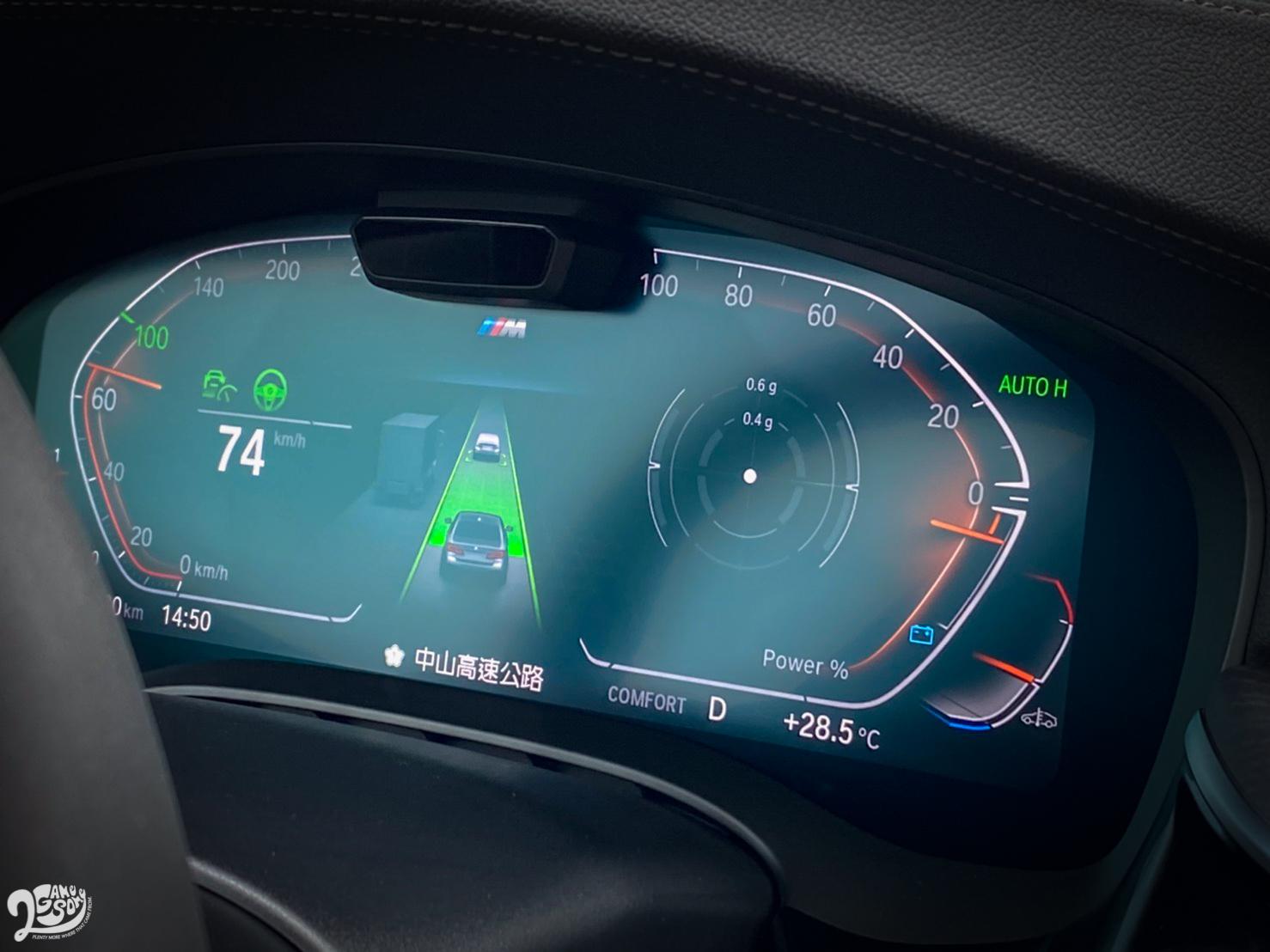 當車輛在 25~160 km/h 之間處於滑行狀態,48V 系統會關閉引擎;減速到 15 km/h 以下時,引擎也會預先熄火,藉此提升油耗表現。