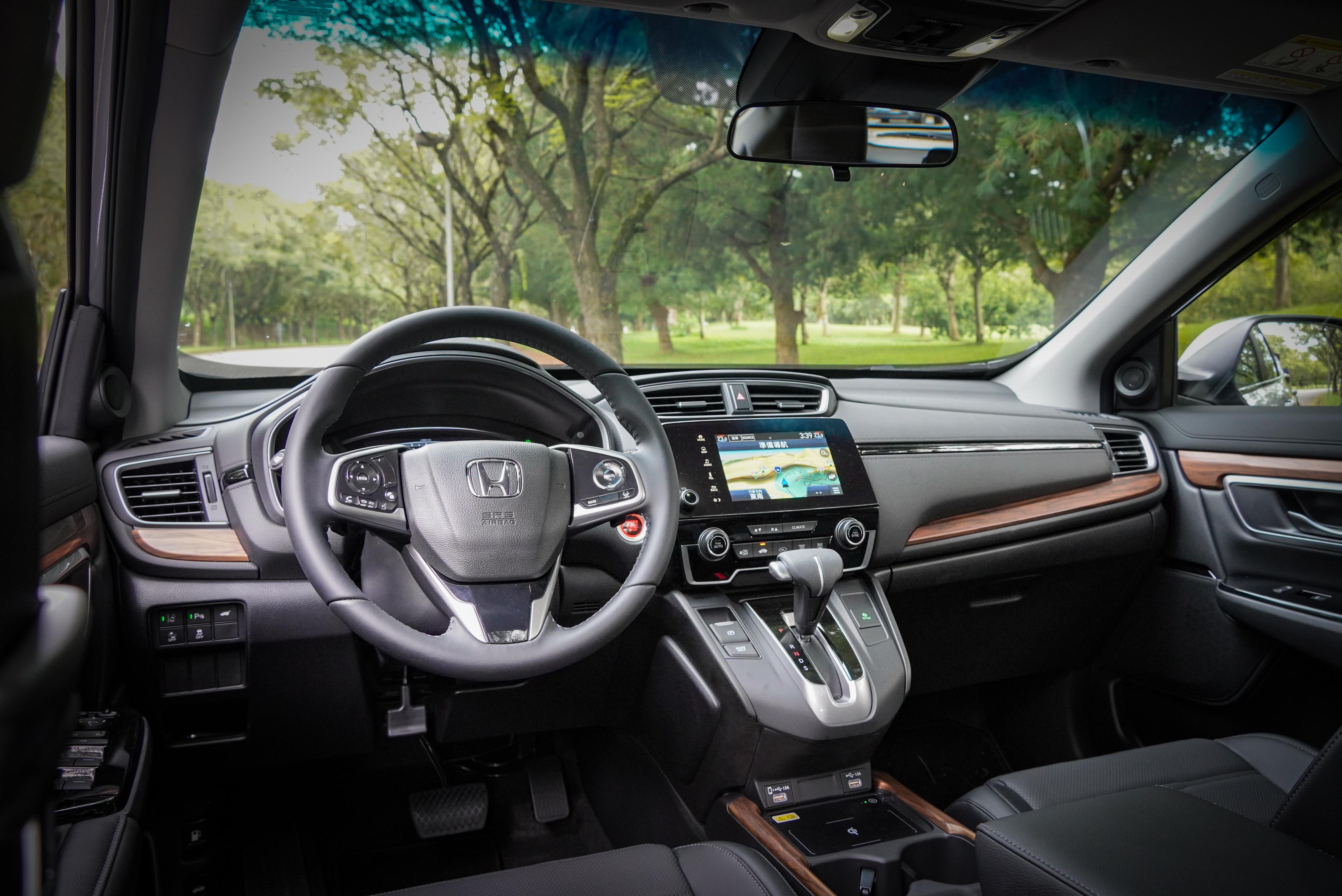 CR-V 小改款內裝新增一些小巧思。