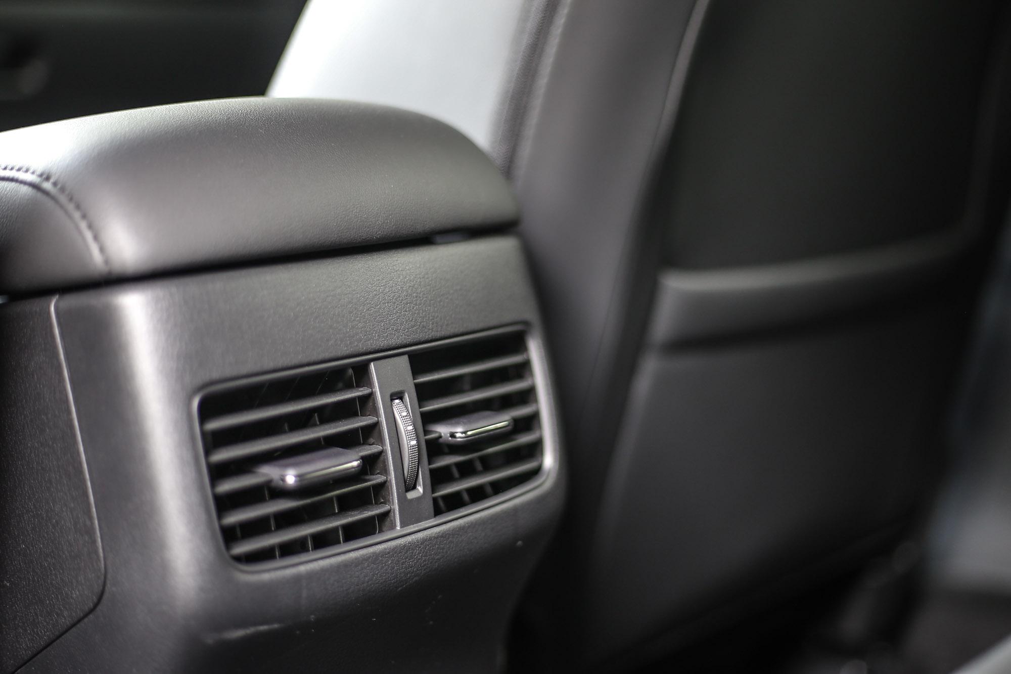 除了四門尊榮型以外,新世代 Mazda3 皆配備有後座出風口。