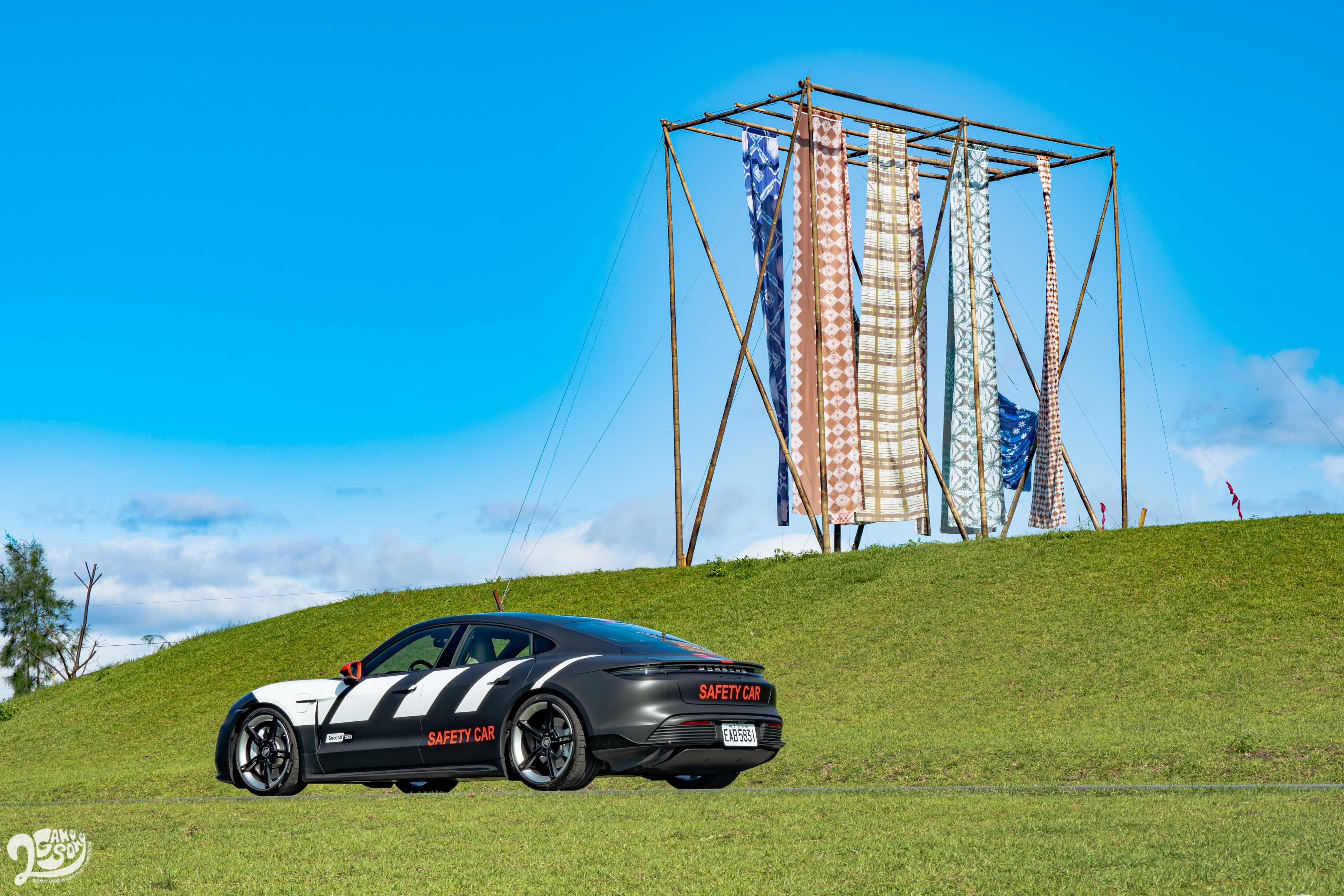試駕車特別搭配可客製化的 Second Skin 車體彩繪包膜。