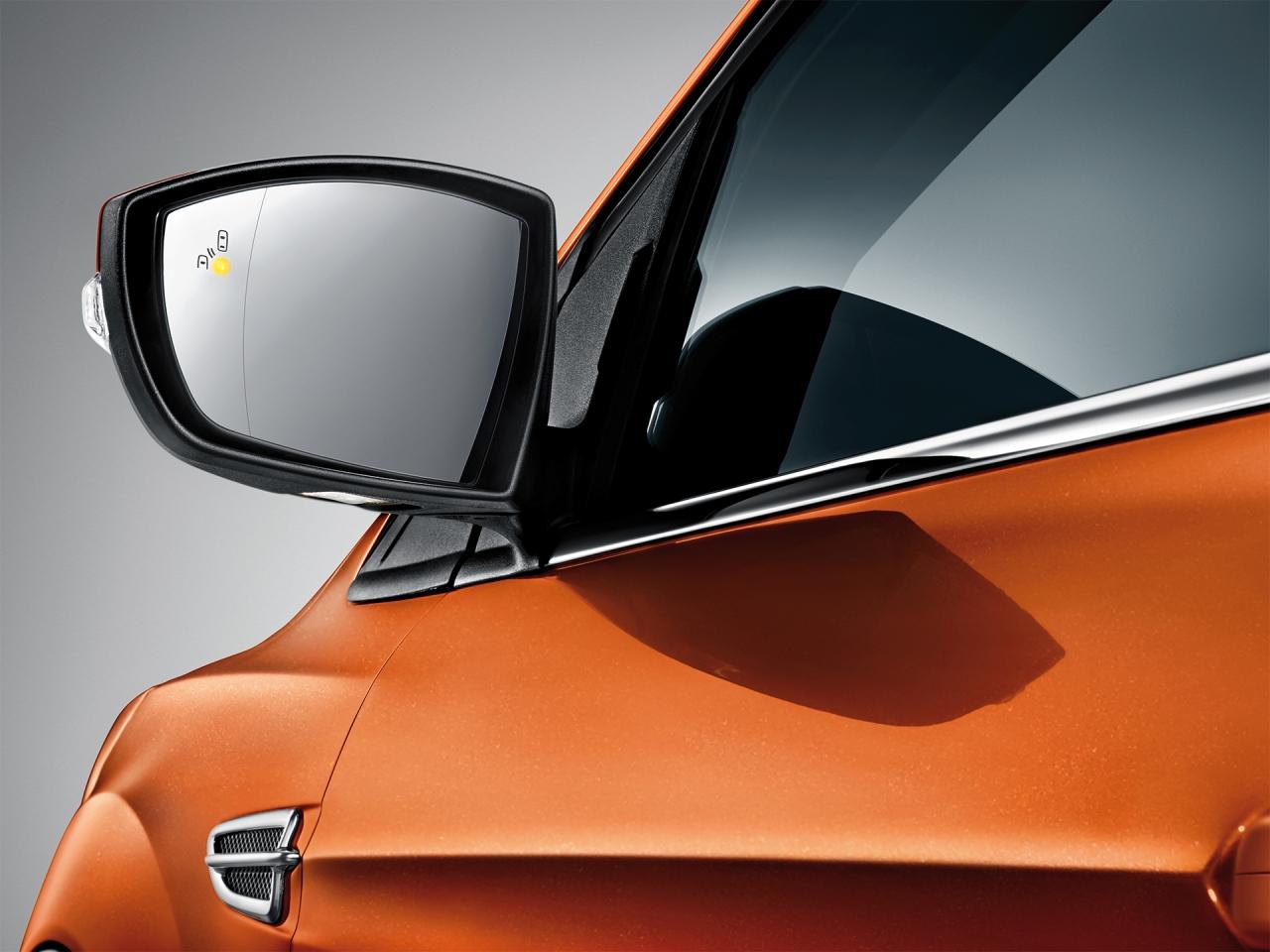 具備BLIS®視覺盲點偵測系統(含倒車來車警示)。