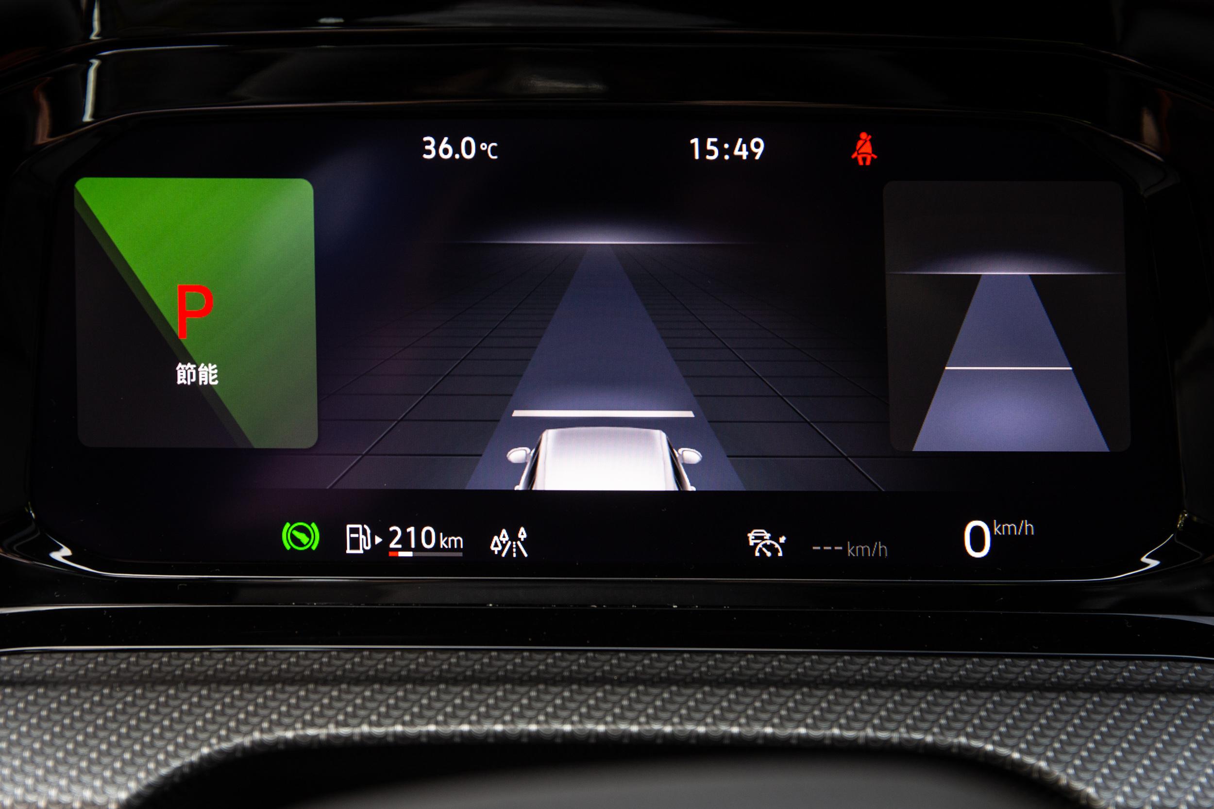 也可選擇駕駛輔助系統資訊置中。