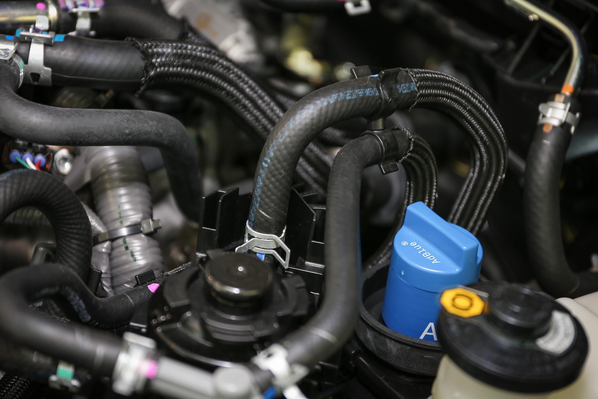 小改款 Hilux 動力系統可添加尿素,符合最新排放法規。