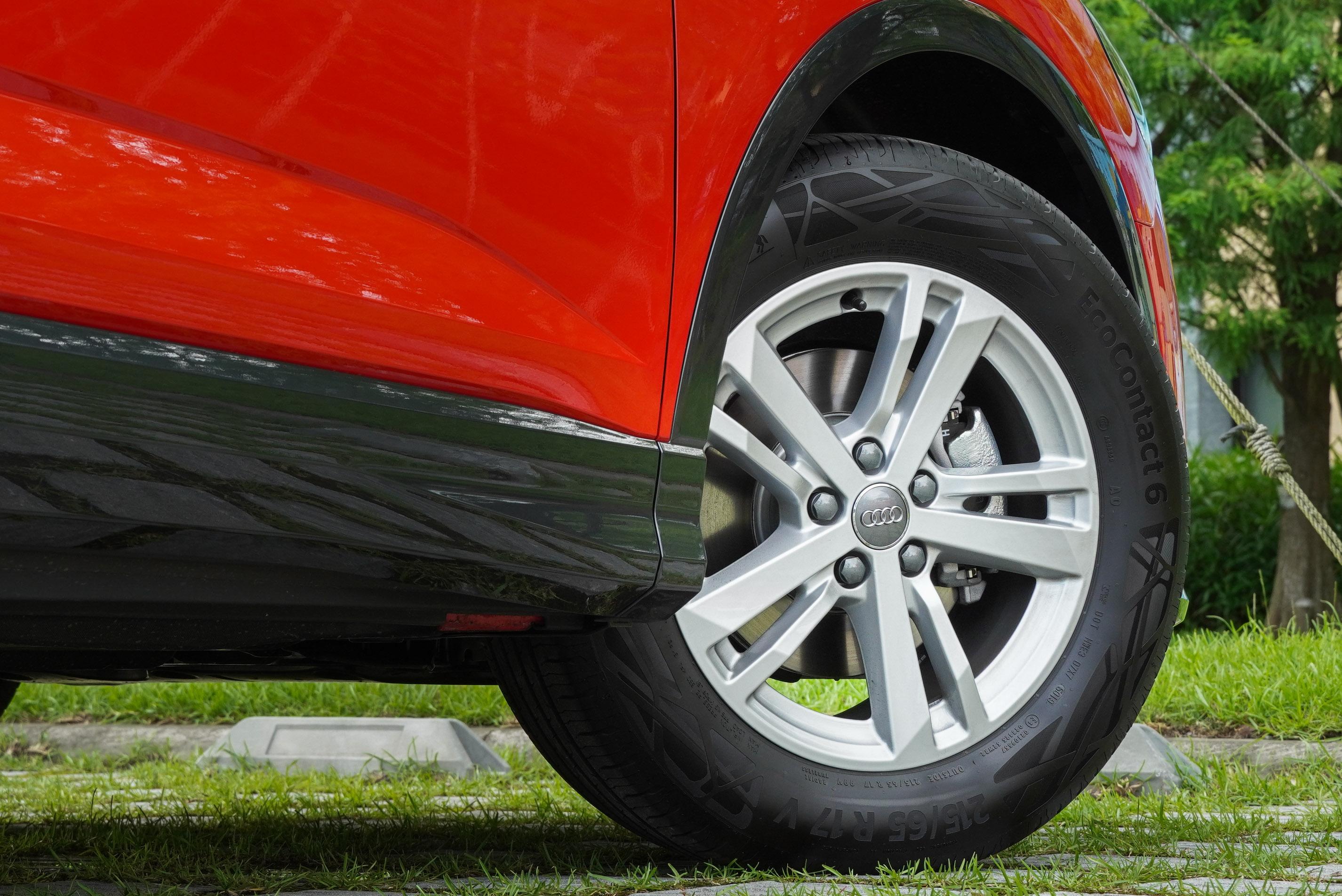 標準版配備 17 吋輪圈,S line 則採用 18 吋。