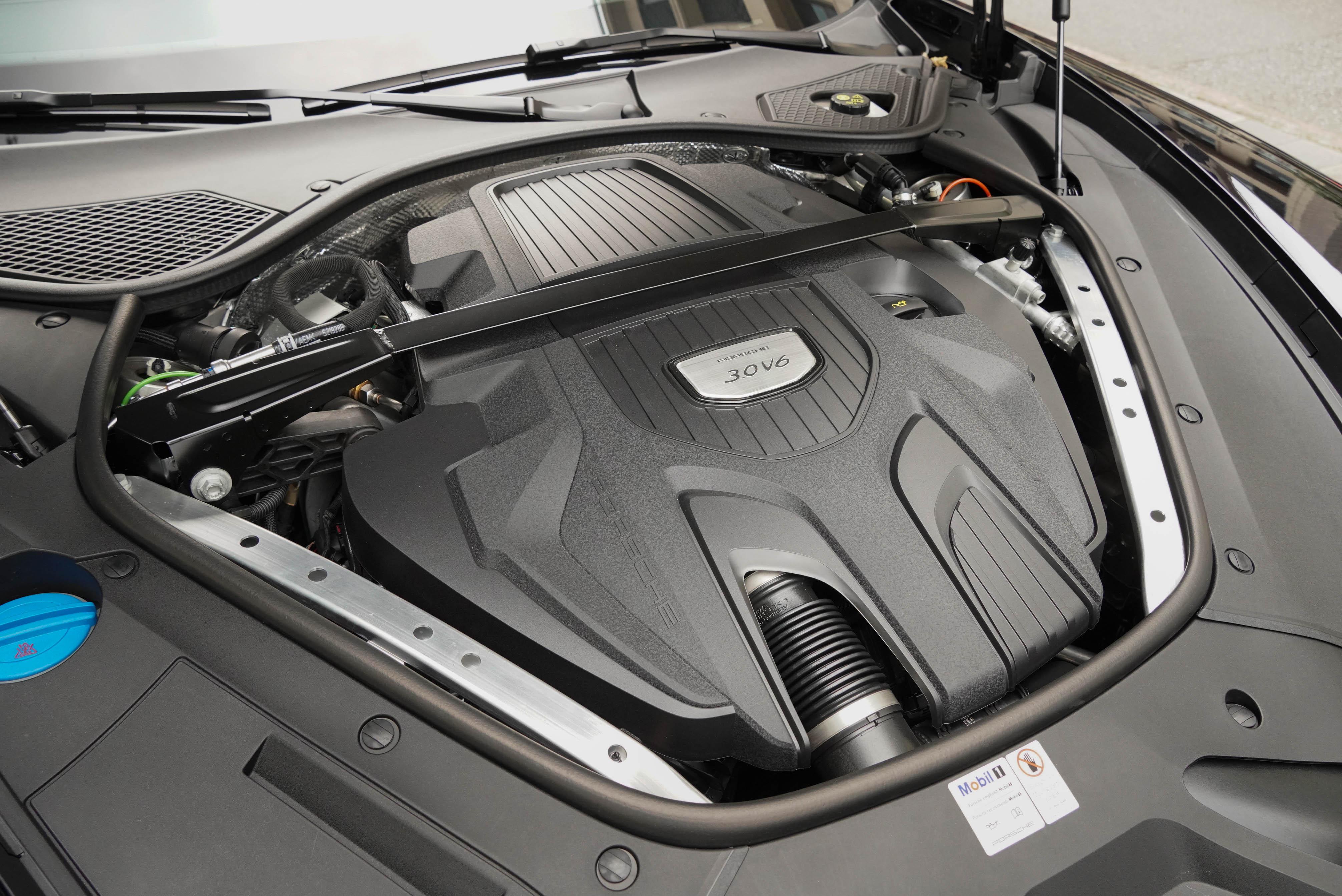 V6 渦輪增壓引擎可輸出 330 ps、450 Nm 動力,0-100 km/h 加速可於 5.7 秒完成。
