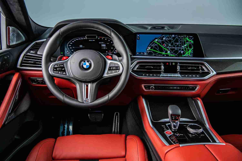 BMW 全數位虛擬座艙結合 12.3 吋虛擬數位儀錶與 12.3 吋中控觸控螢幕。