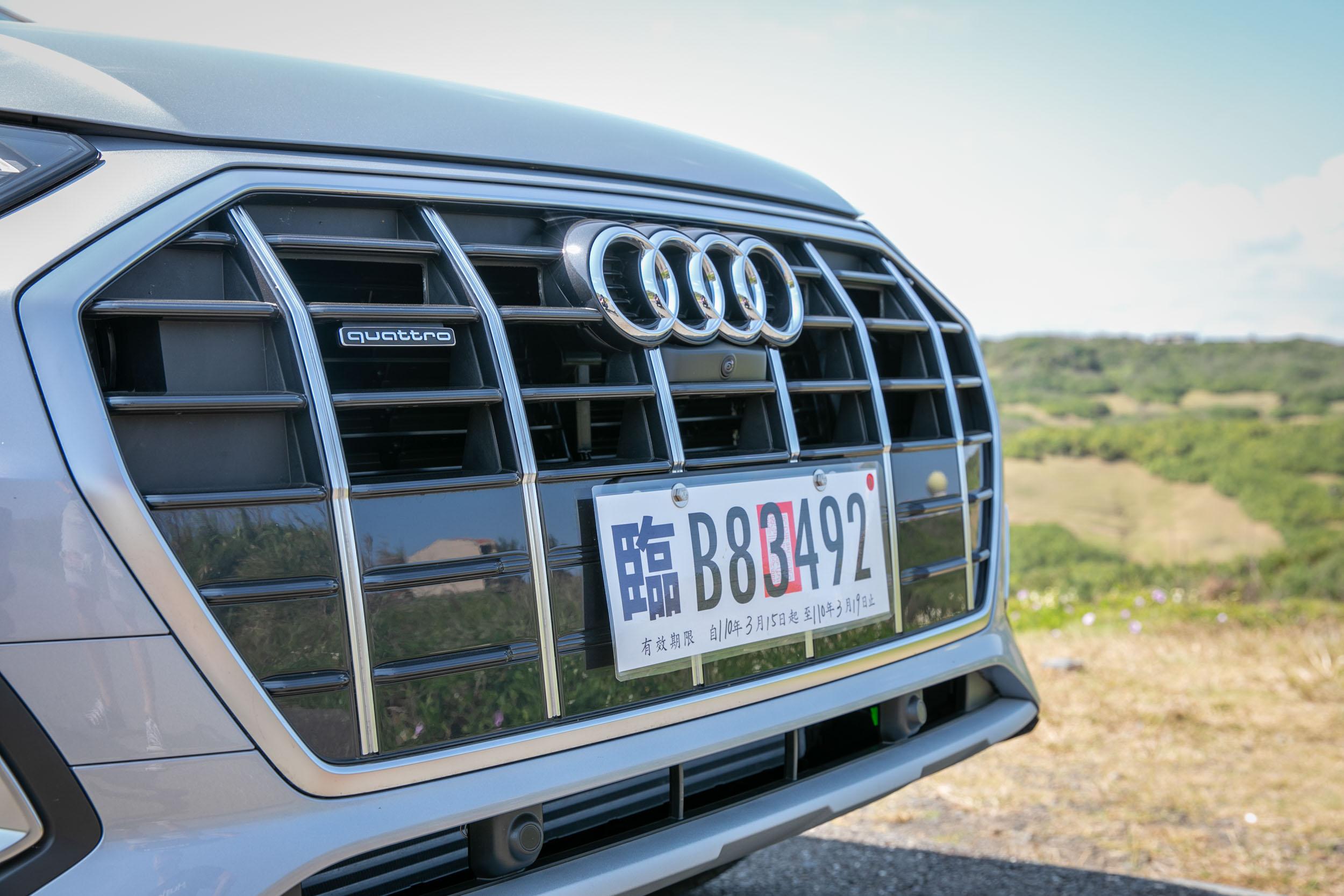 大面積的八角形水箱護罩成為車頭最搶眼的設計亮點。
