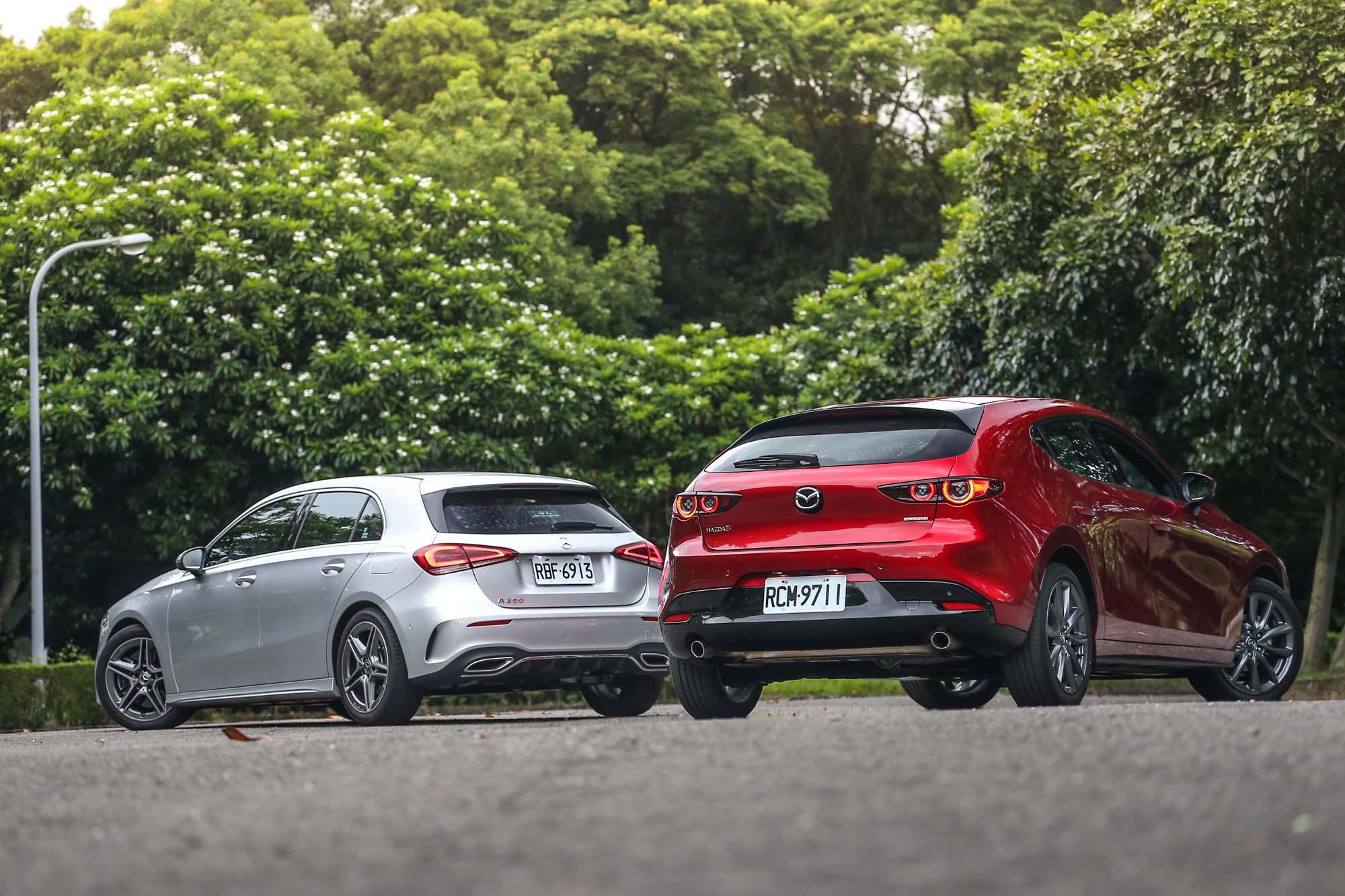 論品牌高度、價格差異,兩者應該都不在同個水平上,但實際比較後,你可以發現新世代 Mazda3 對於質感的追求,在某些面向中已經可以與 Mercedes-Benz A-Class 平起平坐,如此的進化,確實挺值得消費者給予正向鼓勵。