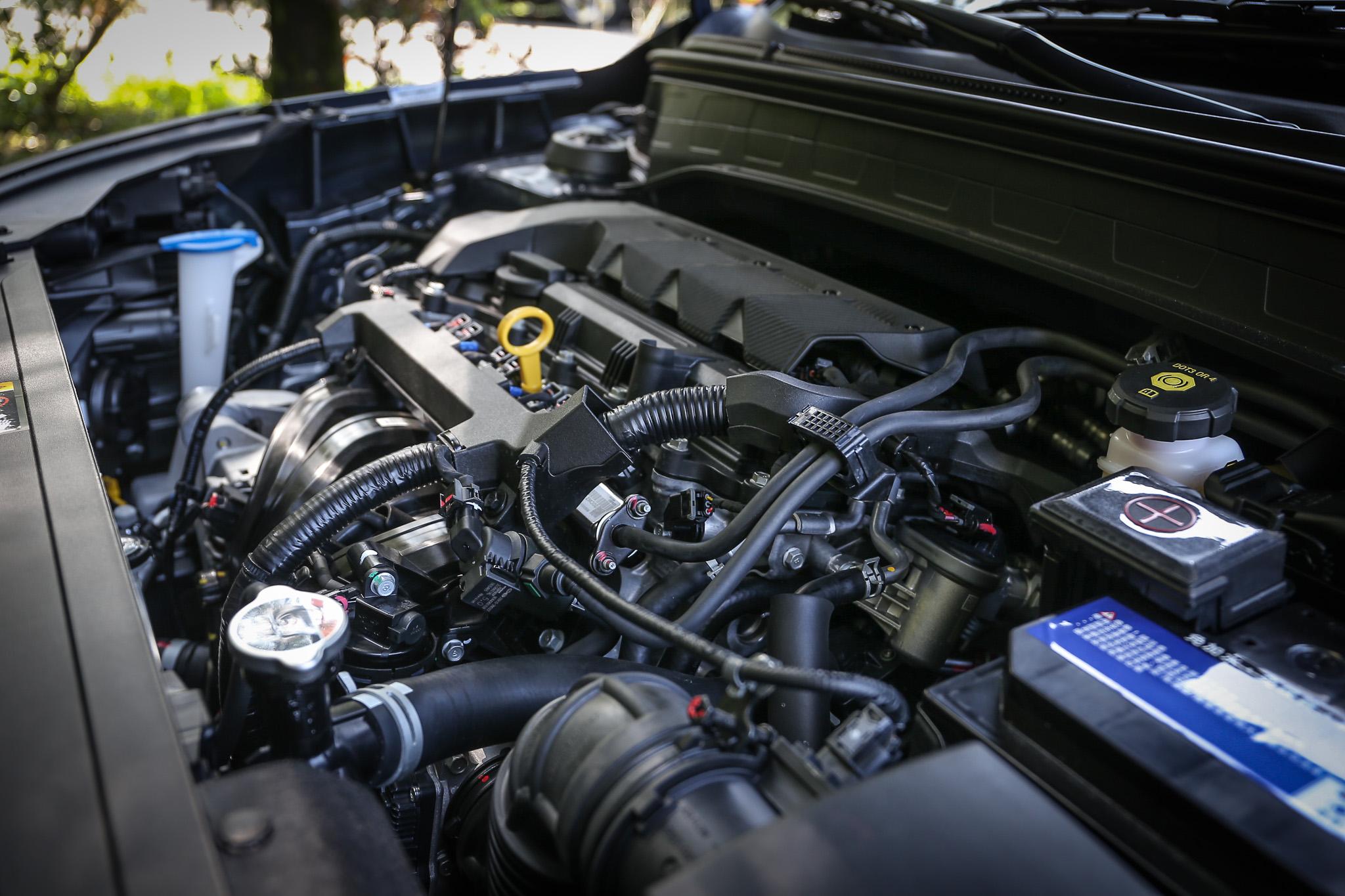 搭載 1.6 升直列四缸汽油引擎,具備 123ps/6300rpm 最大馬力,與 15.7kgm/4500rpm 最大扭力輸出。