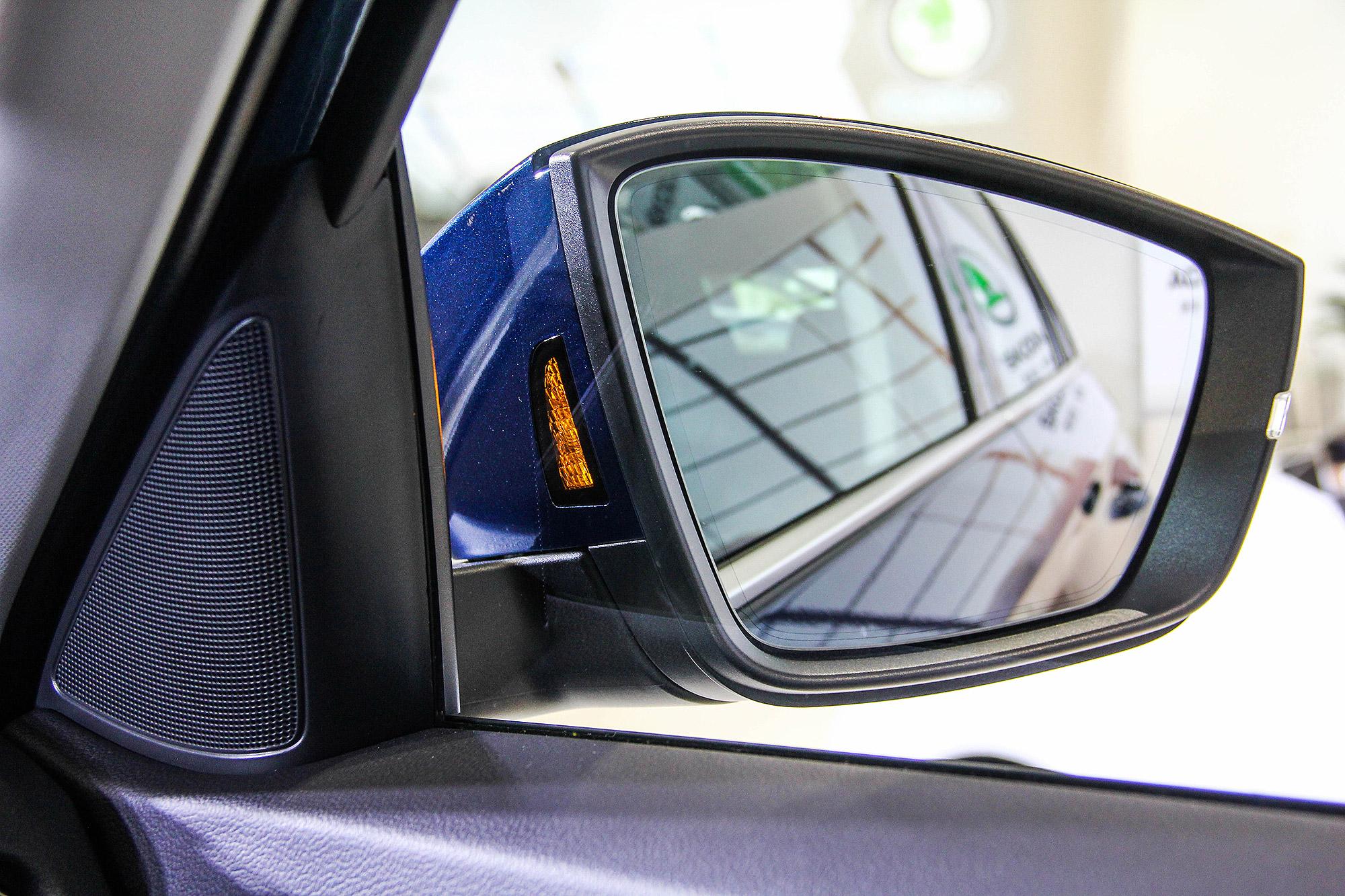2020 年式 Kodiaq 升級配備 Side Assist 車側碰撞預警系統。