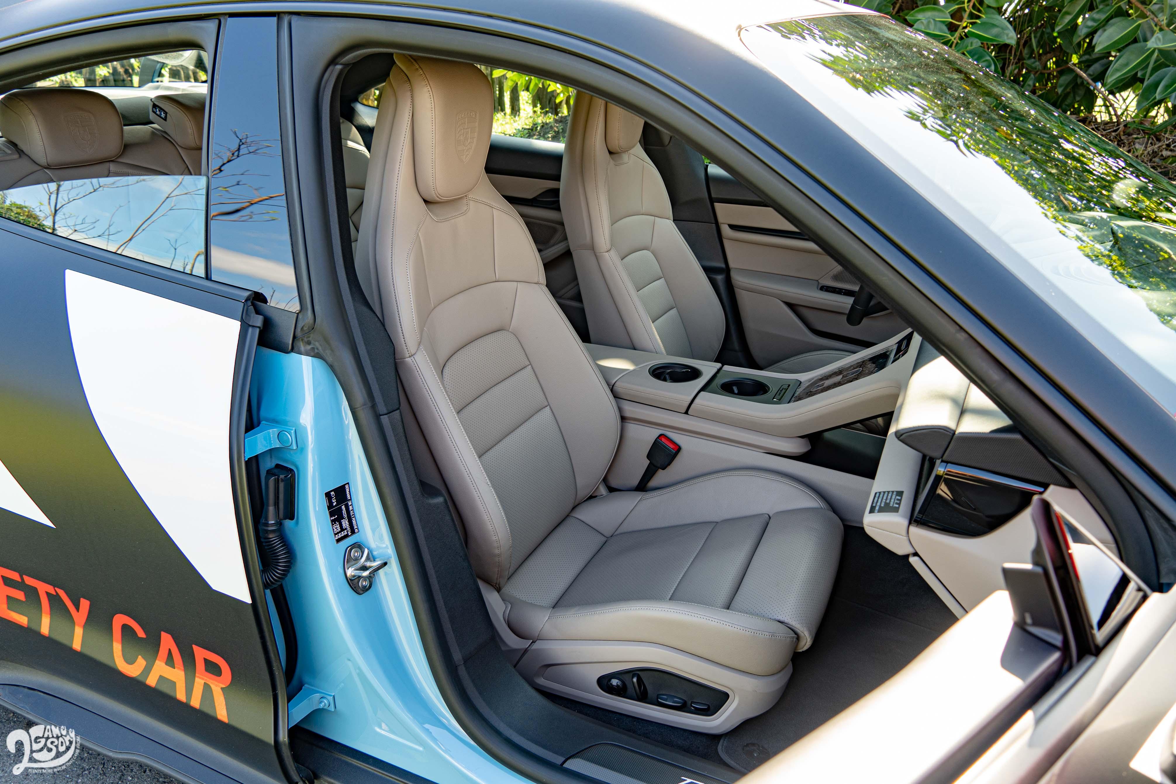 試駕車選配十四向電動調整舒適座椅。