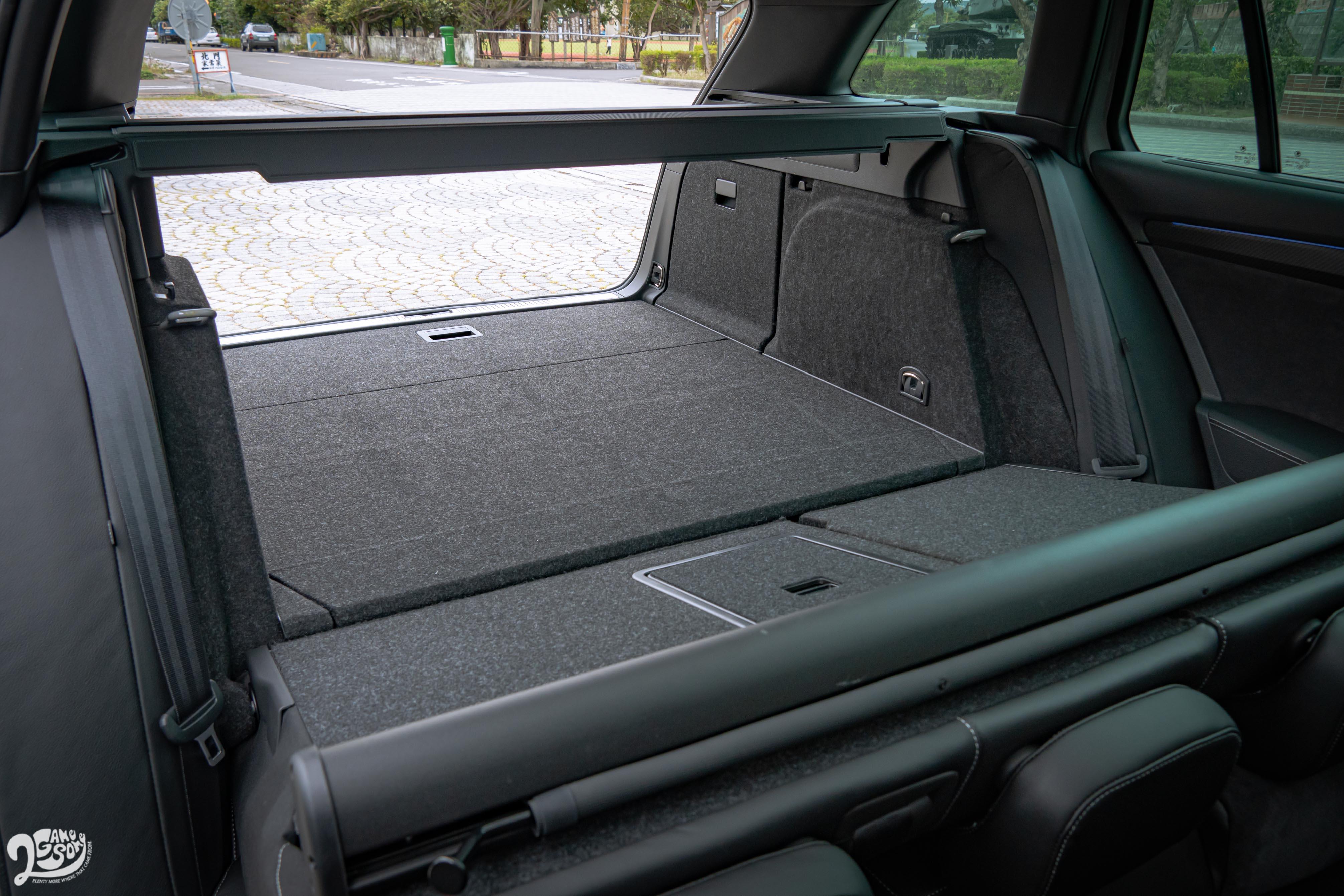 行李廂提供6/4分離傾倒功能,基本容量就有 660 公升。