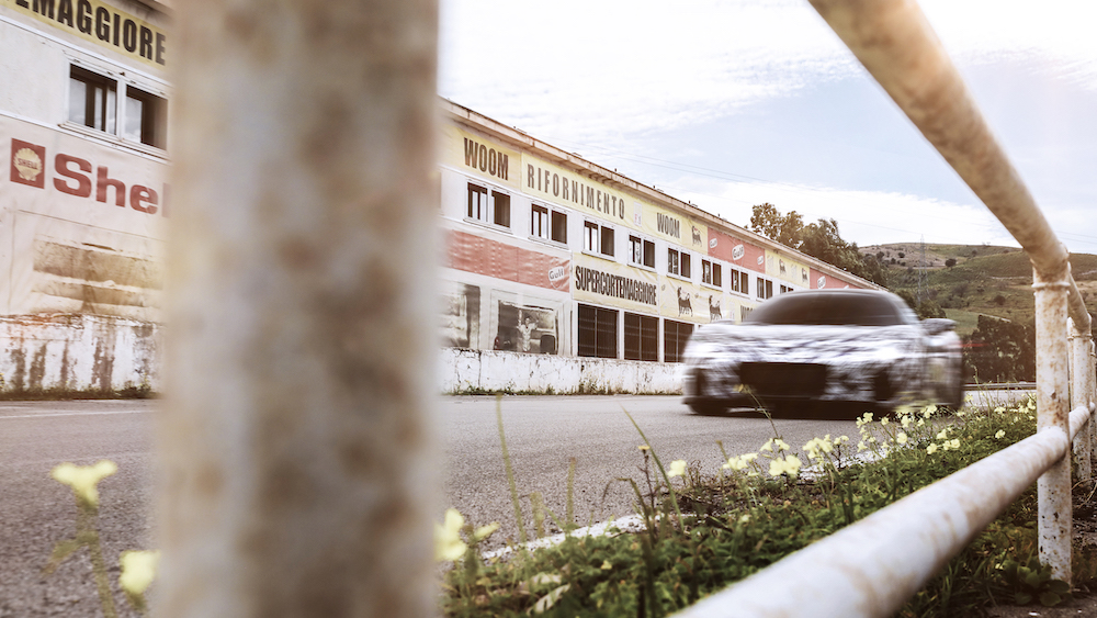 致敬傳奇「四連勝」80 周年,Maserati MC20 原型車馳騁西西里賽道