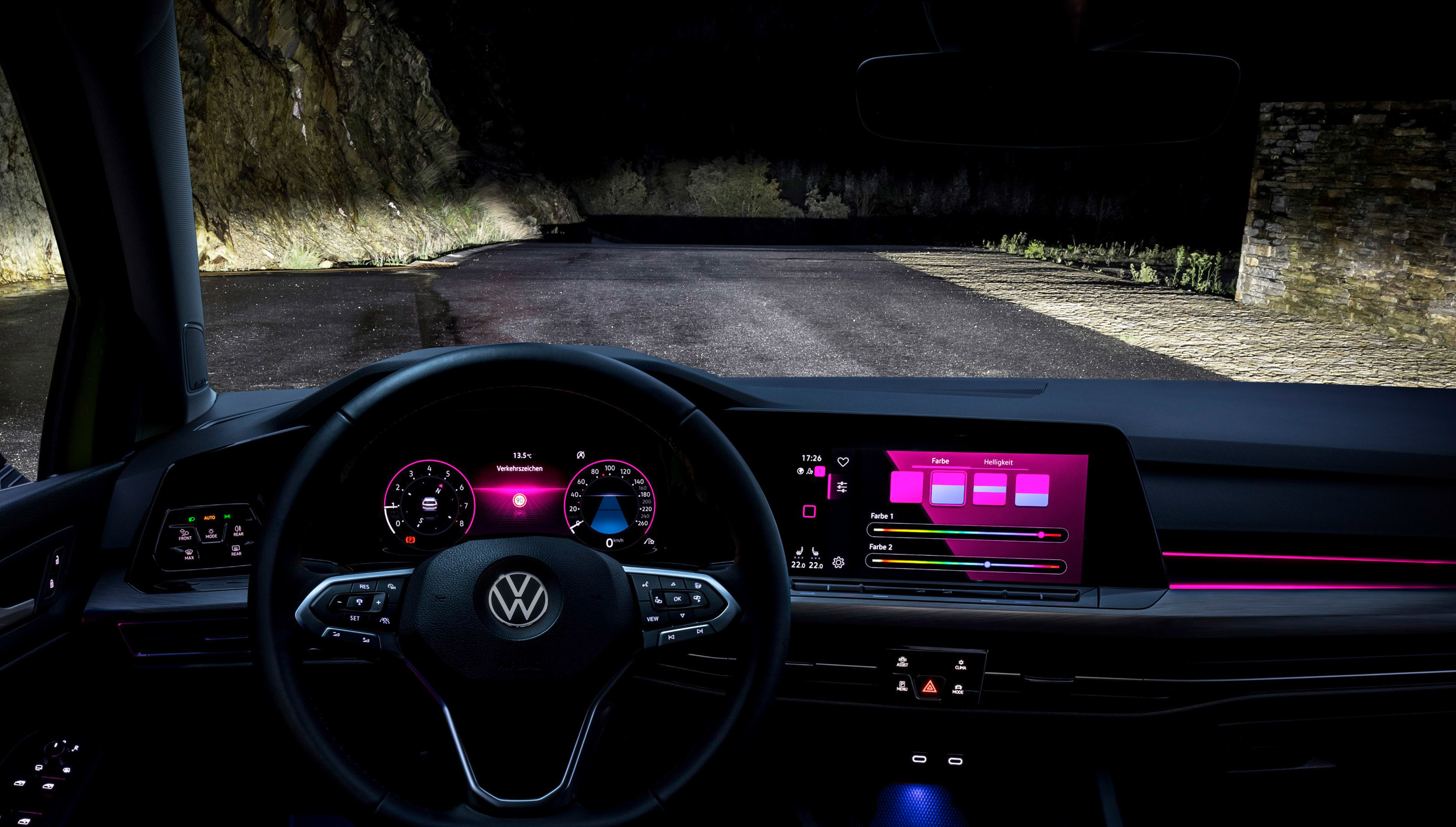 首度配置多重模式選擇的車室氛圍燈,230 eTSI與280 eTSI車型分別擁有10色及30色選擇,其中獨家具備可分層及雙色設計。