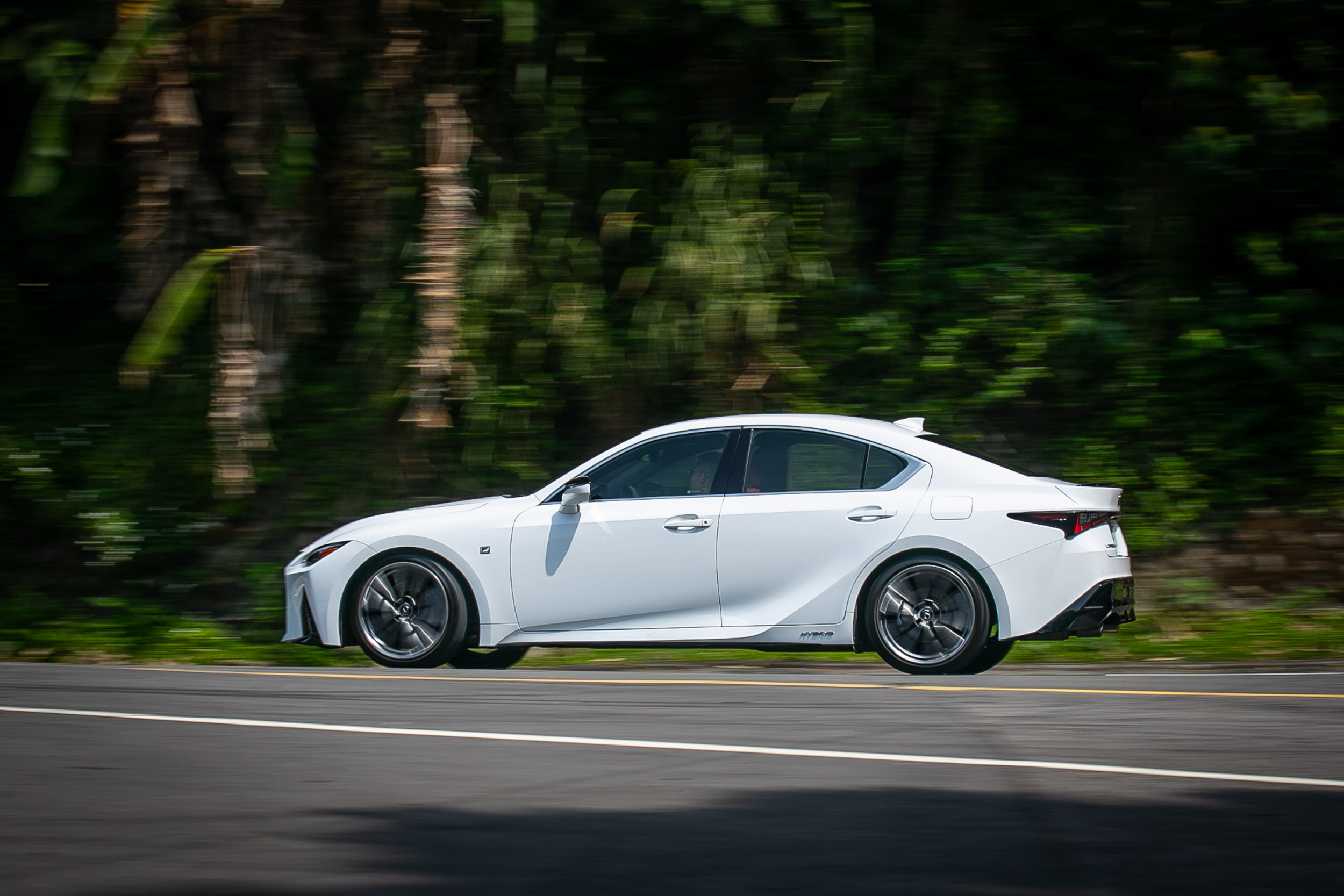 若可以針對轉向手感調整,IS 300h F Sport的運動房車身份可望更為稱職。