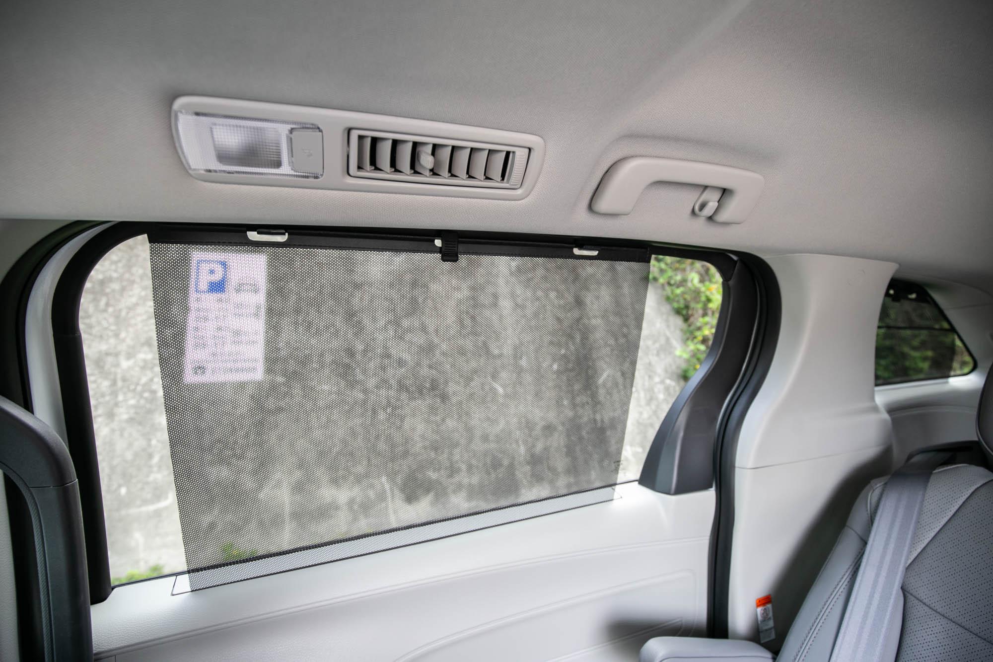 第二排配備車窗遮陽簾。
