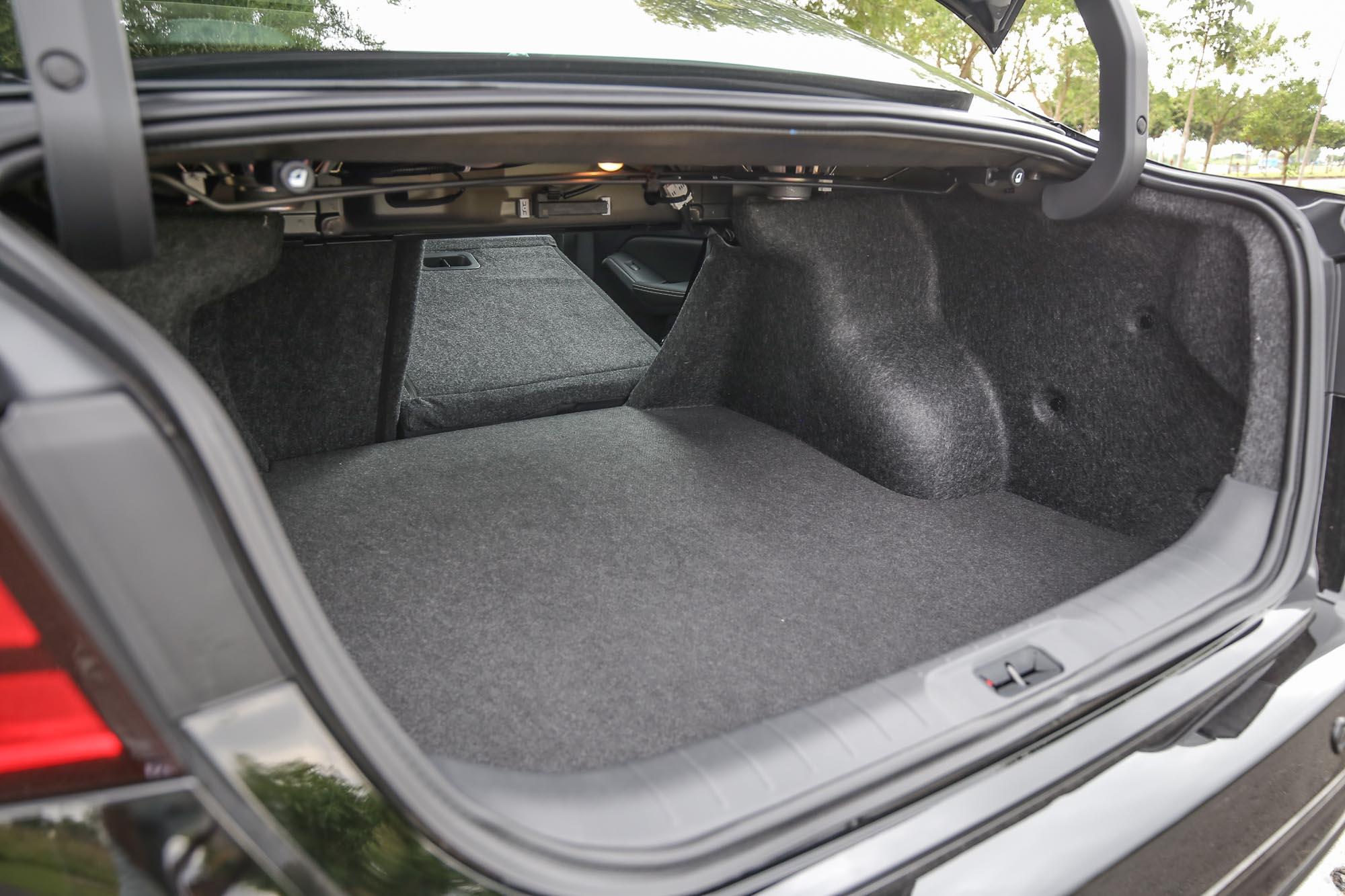 透過後座椅背的傾倒機制(可從後廂上方拉桿加以操作),置物容積更具彈性。