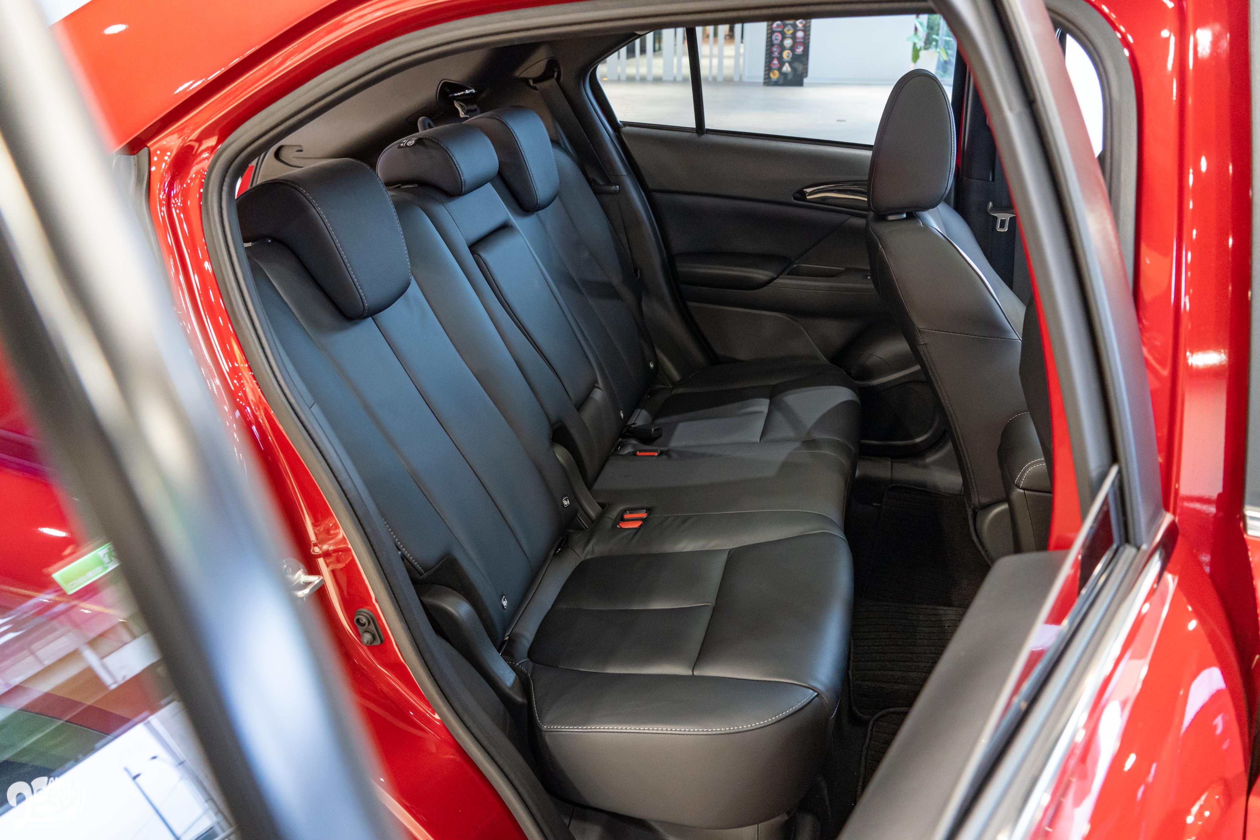 後座椅背 8 段角度調整。