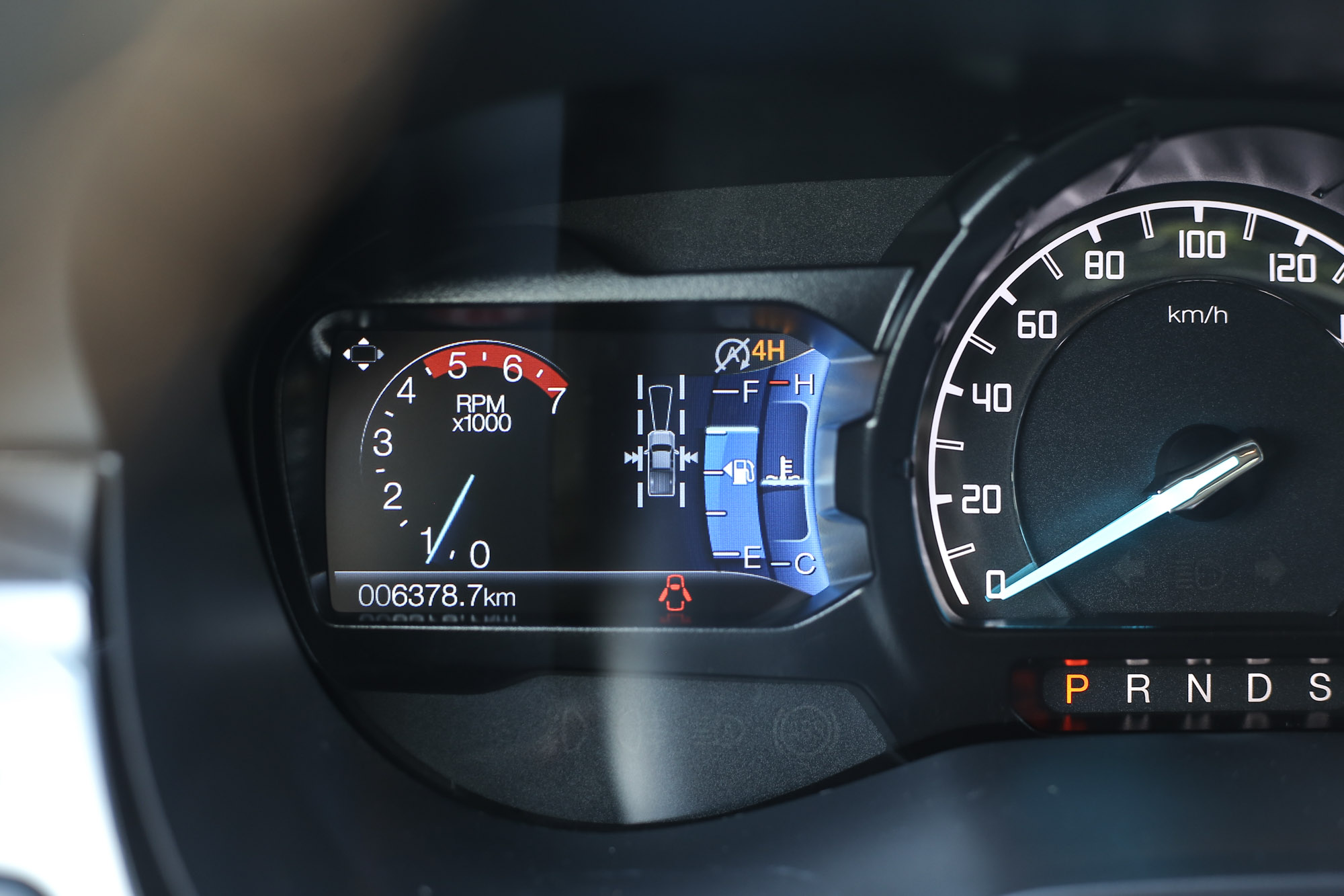 ADAS 先進主動安全系統作動時會於儀表左側螢幕中顯示。
