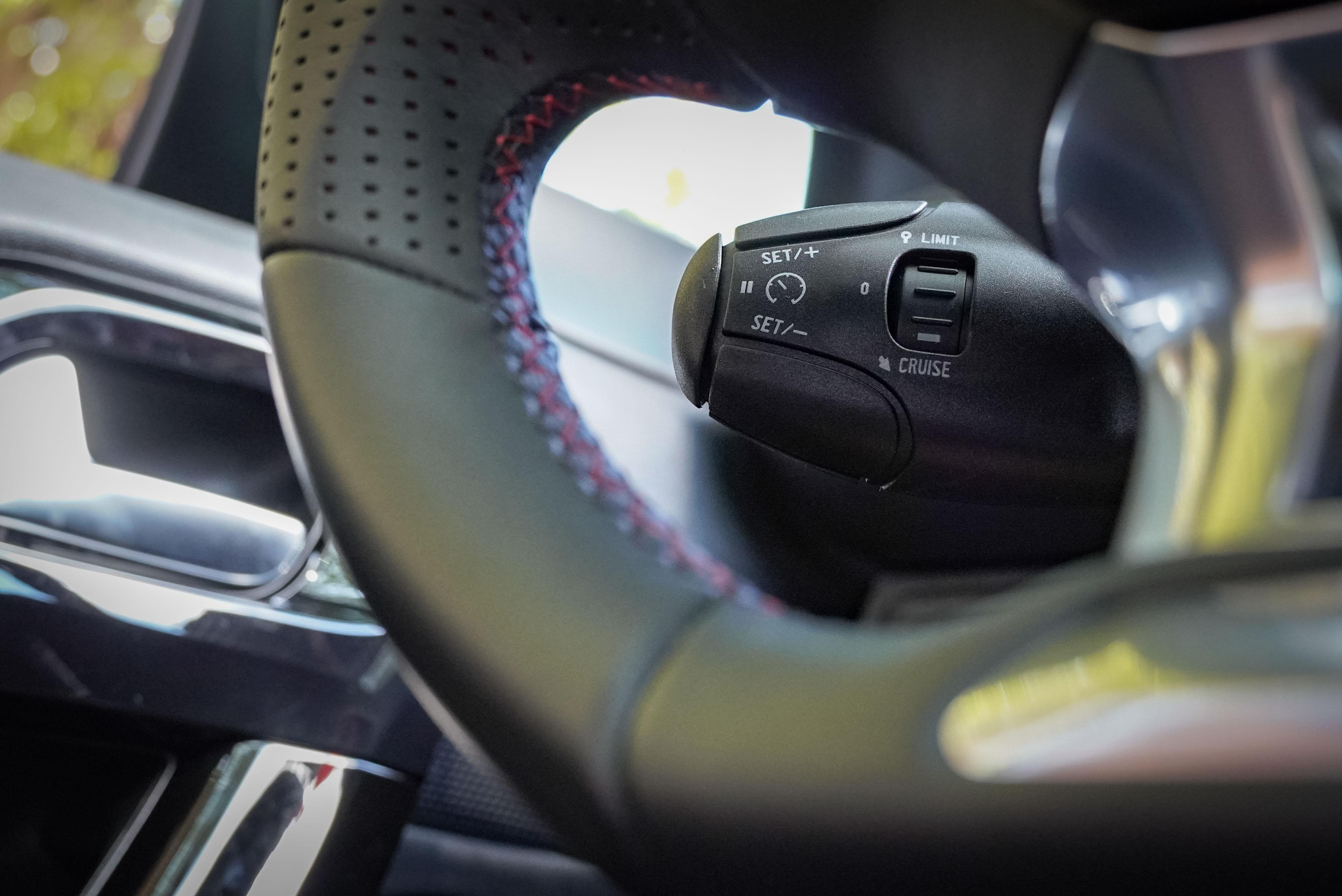 2008 並未提供當前消費者喜愛的 ACC 跟車系統及車道維持系統,但仍標配 ACB都會煞車輔助、EAB 緊急煞車力道輔助裝置、EBFD電子式煞車力分配系統等 ADAS 先進駕駛輔助系統。