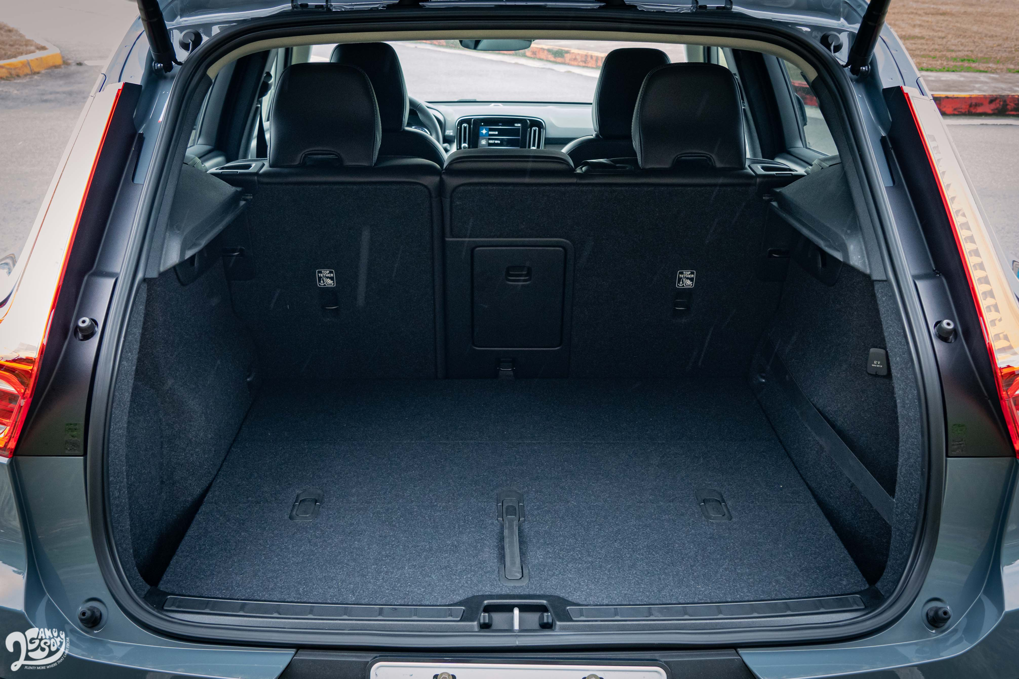 XC40 基本行李廂容積為 452 公升。
