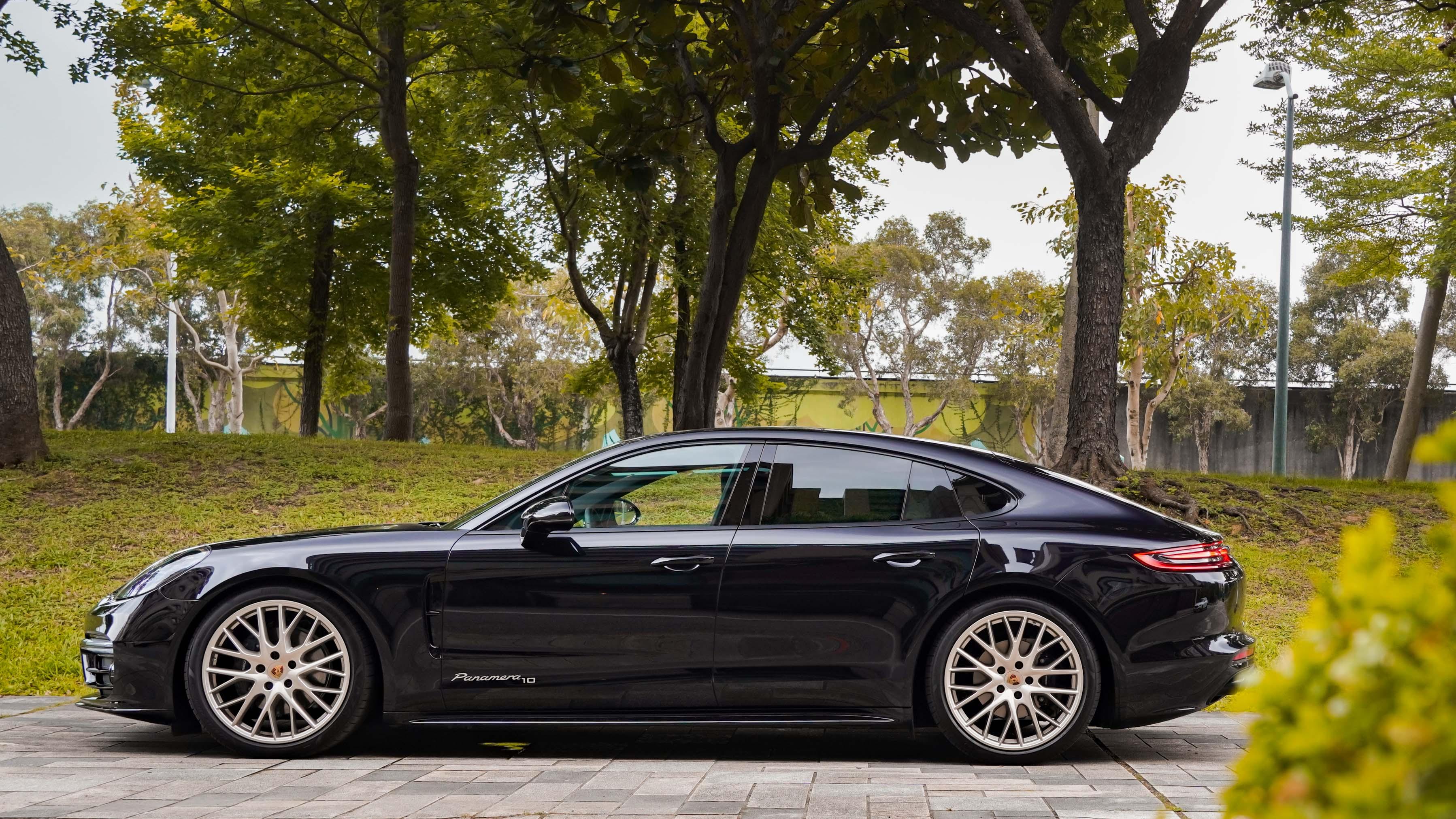 試駕車另選配高光澤黑色烤漆 SportDesign 造型外觀套件。
