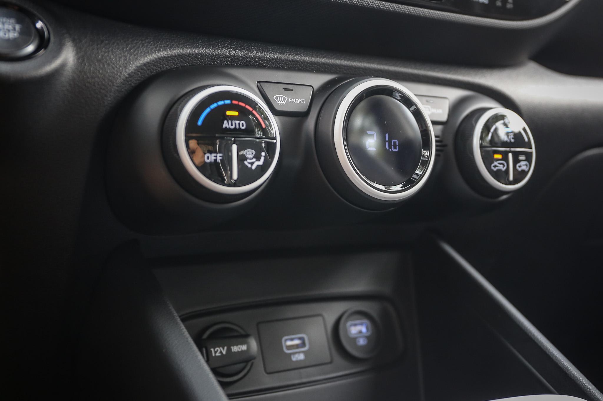 GLB 車型以上皆配備恆溫空調。